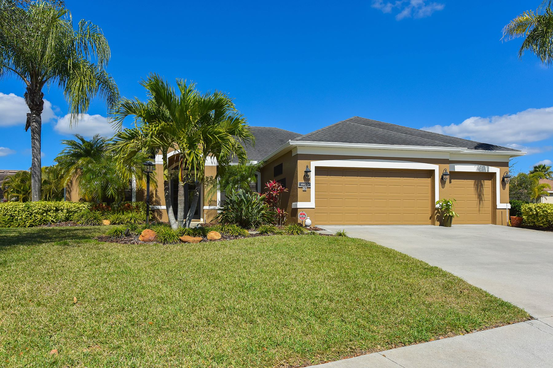 Single Family Home for Sale at GREENBROOK VILLAGE 6670 Coopers Hawk Ct, Lakewood Ranch, Florida 34202 United States