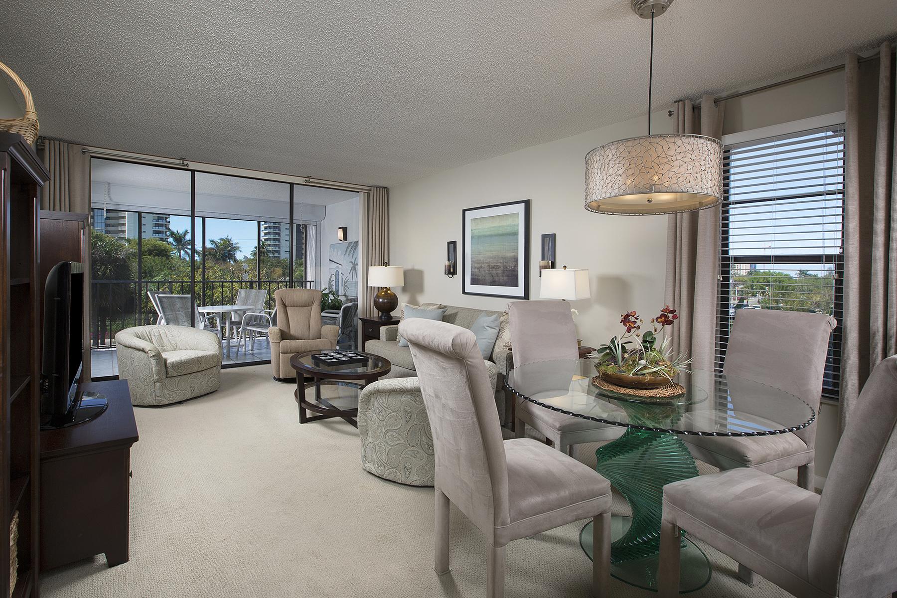 Appartement en copropriété pour l Vente à MARCO ISLAND 741 S Collier Blvd 301 Marco Island, Florida, 34145 États-Unis