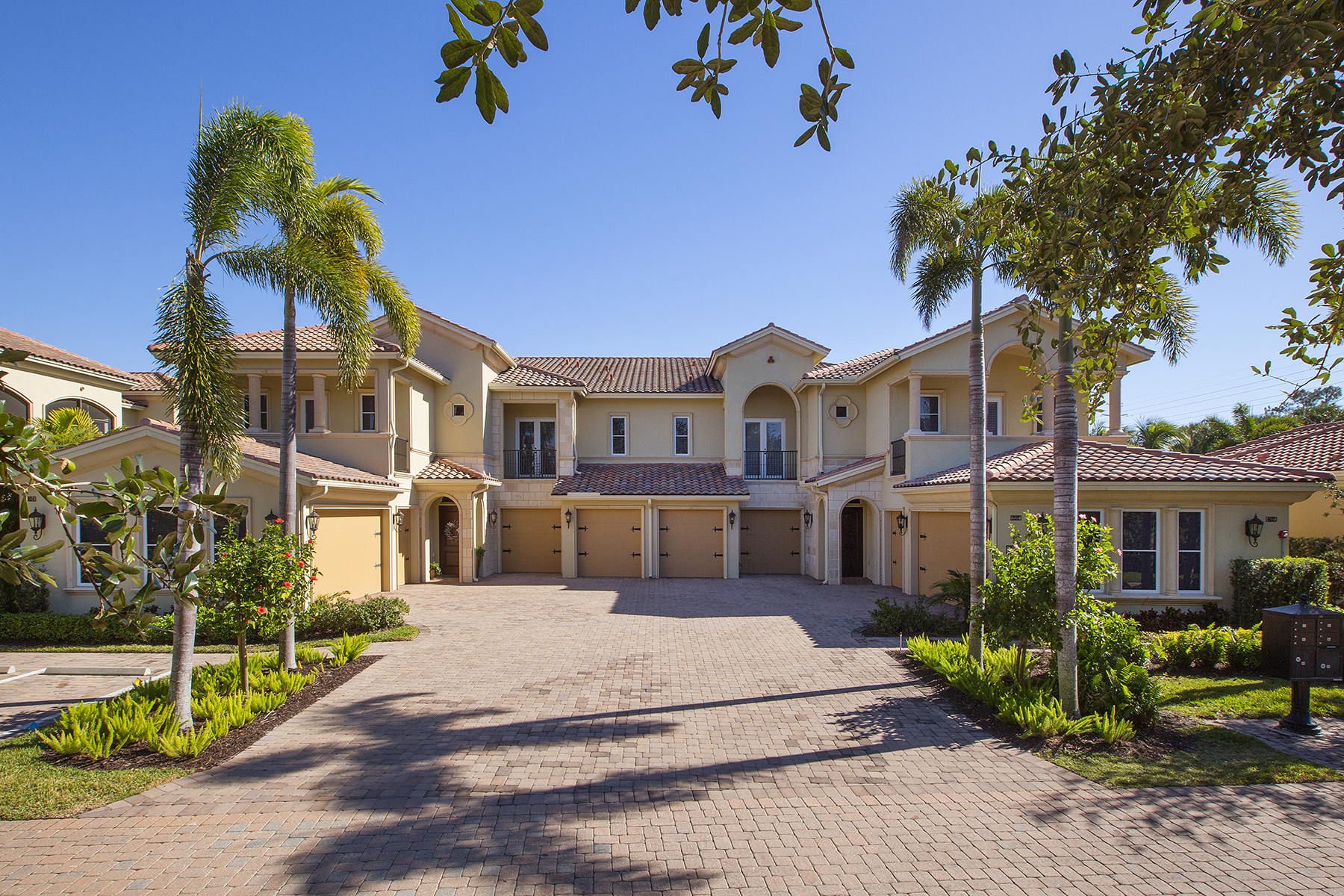 Additional photo for property listing at Grey Oaks 2305  Residence Cir 202,  Naples, Florida 34105 United States