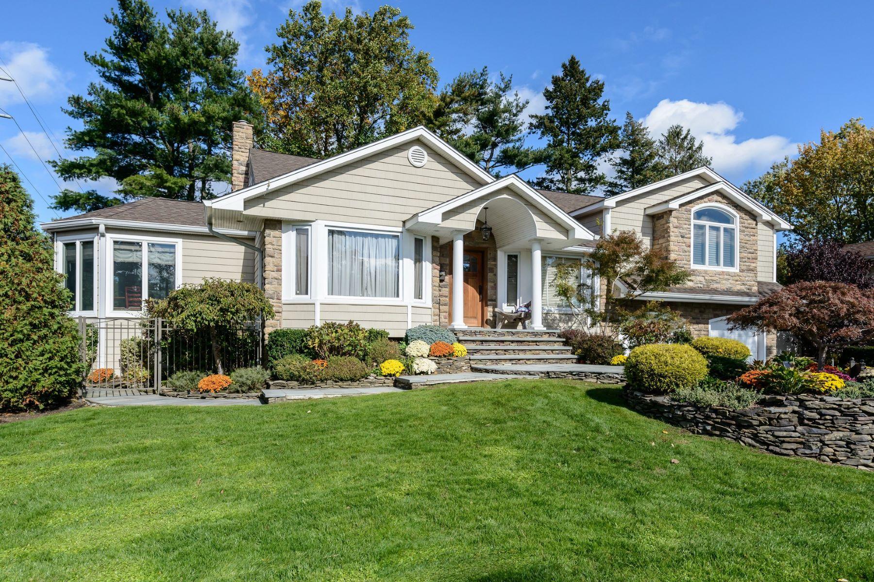 Casa Unifamiliar por un Venta en 10 Saratoga Dr , Jericho, NY 11753 10 Saratoga Dr, Jericho, Nueva York, 11753 Estados Unidos