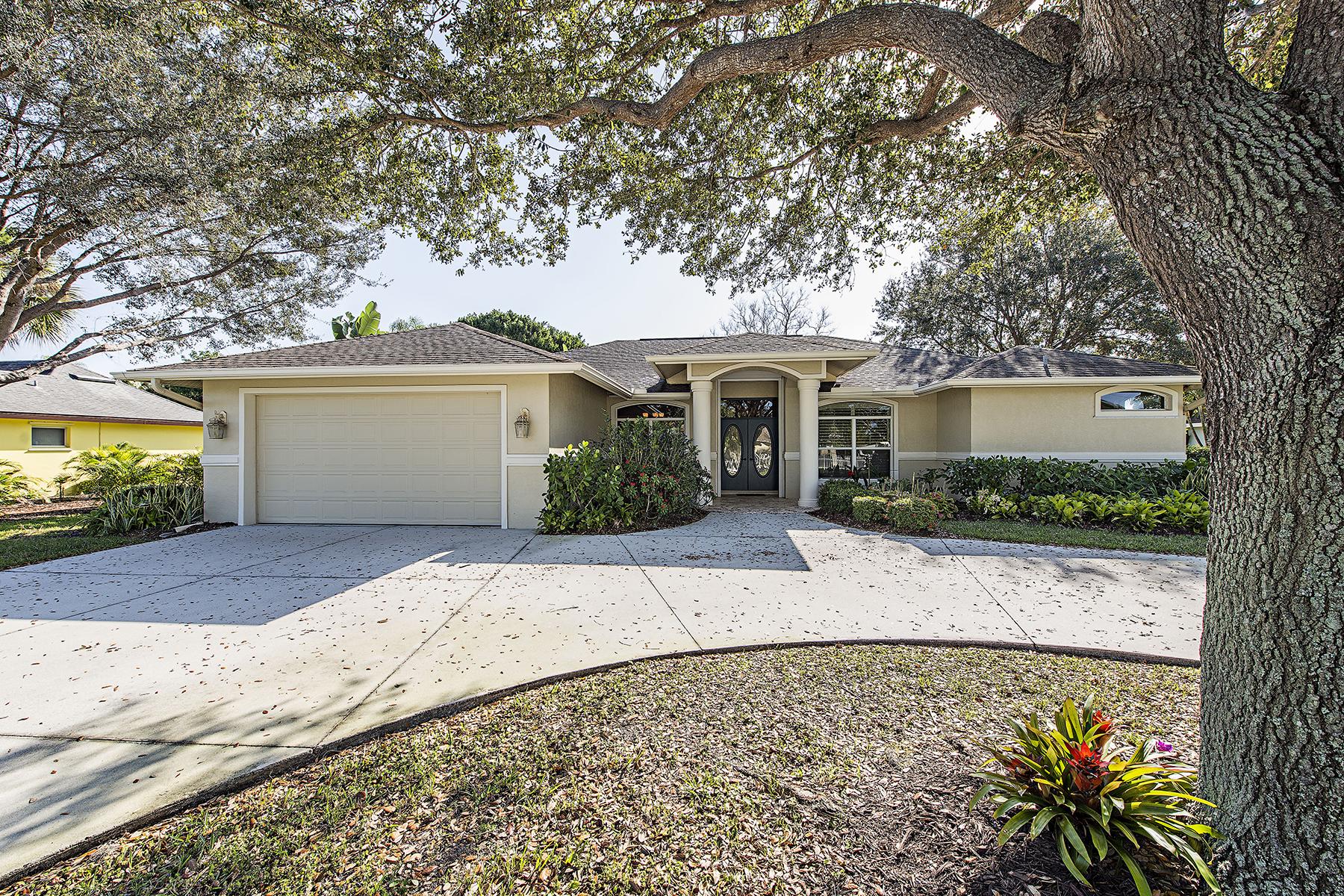 獨棟家庭住宅 為 出售 在 PALM RIVER - PALM RIVER ESTATES 200 Fairway Cir Naples, 佛羅里達州, 34110 美國
