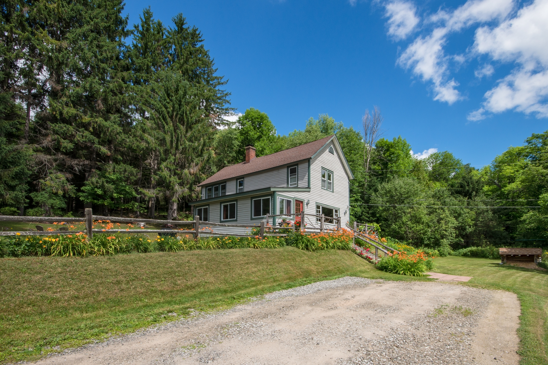 Additional photo for property listing at Historic Mountain View Home 635  County Route 47 Saranac Lake, ニューヨーク 12983 アメリカ合衆国