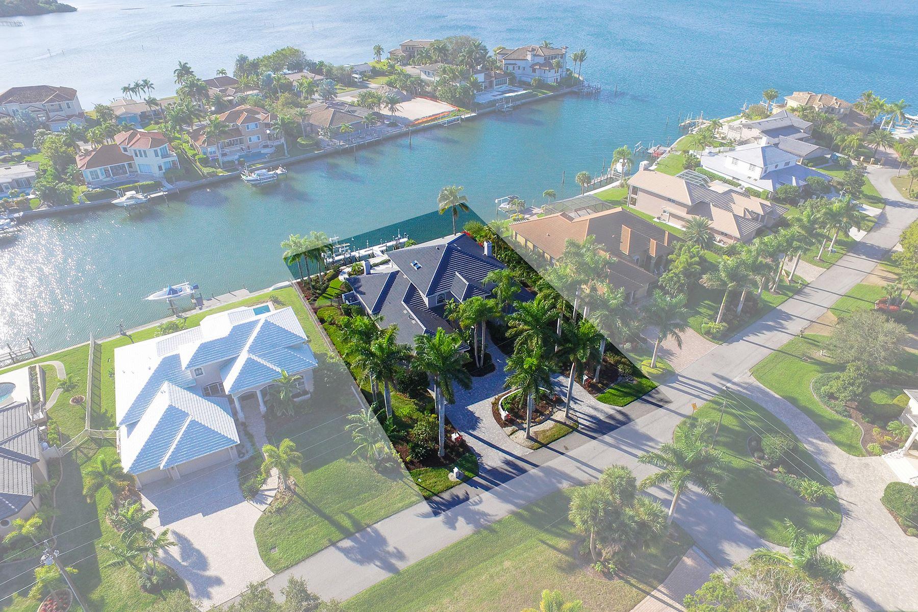 Casa Unifamiliar por un Venta en SOUTHPOINTE SHORES 7667 Cove Terr Sarasota, Florida, 34231 Estados Unidos