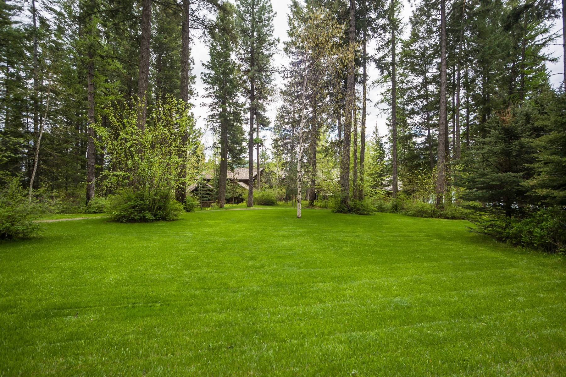 Additional photo for property listing at 3542 E Lakeshore Drive  Whitefish, Montana 59937 United States
