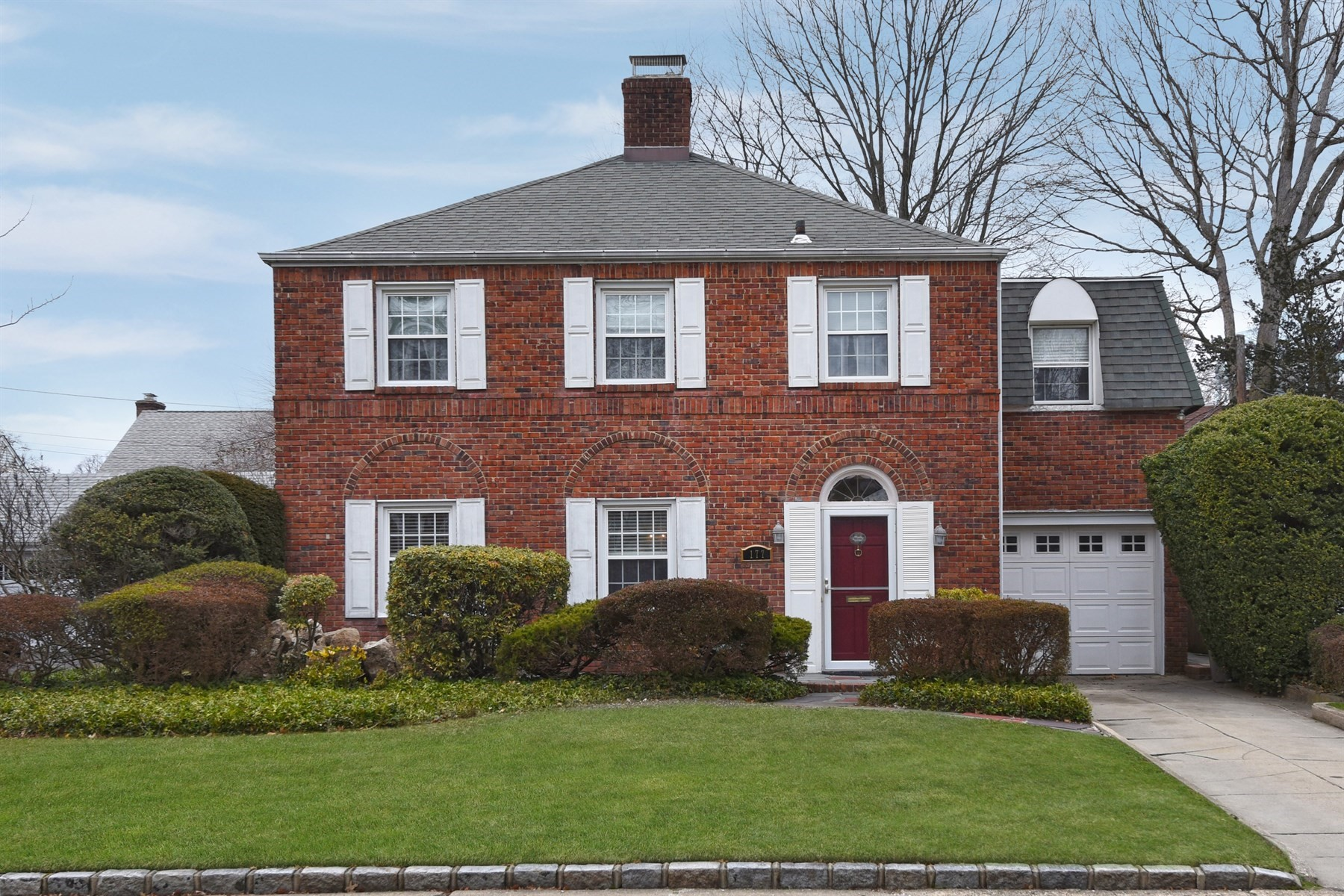 Single Family Home for Sale at 177 Voorhis Ave , Rockville Centre, NY 11570 177 Voorhis Ave, Rockville Centre, New York, 11570 United States