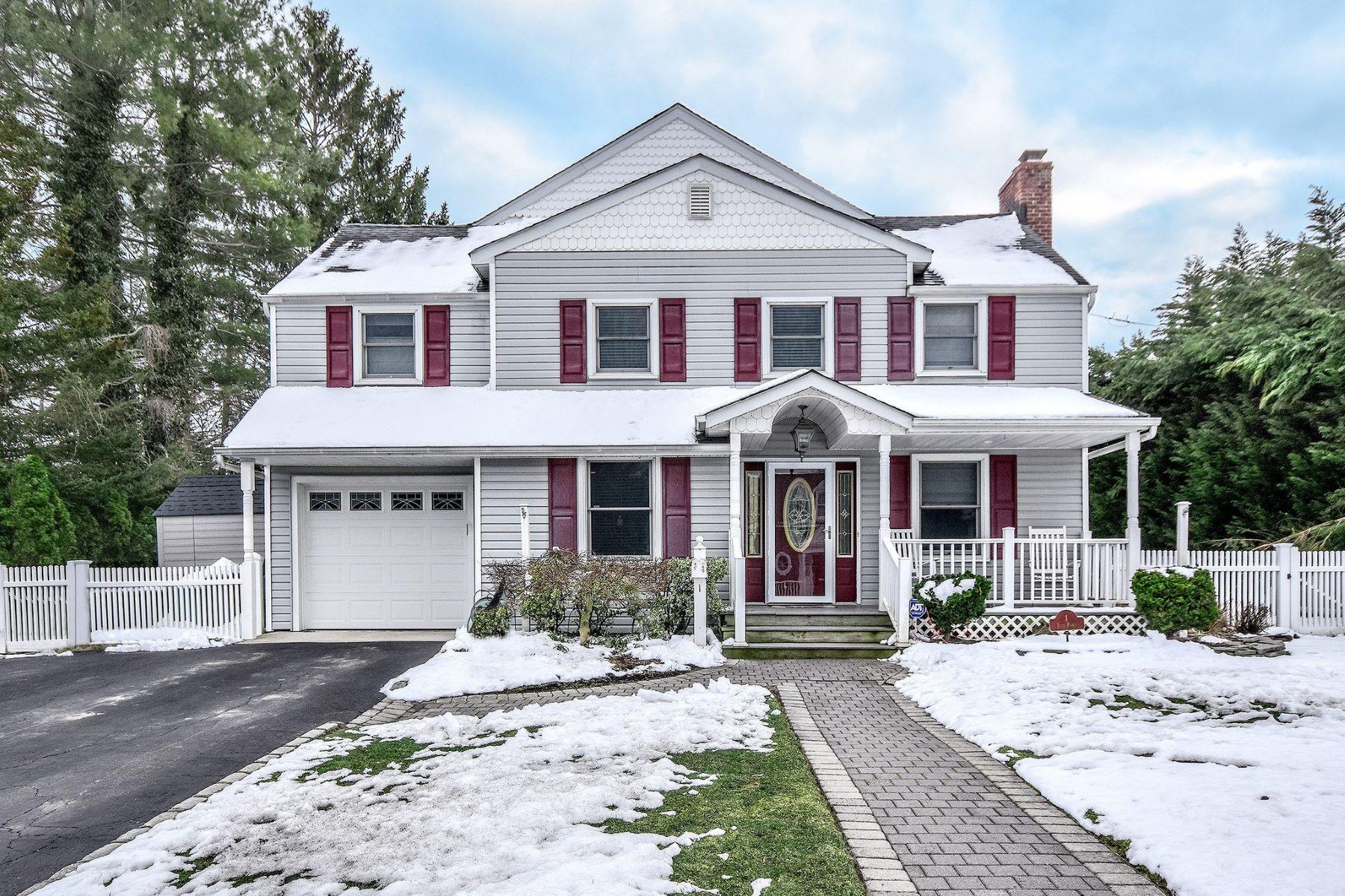 Частный односемейный дом для того Продажа на 1 Elin Pl , Glen Head, NY 11545 1 Elin Pl, Glen Head, Нью-Йорк, 11545 Соединенные Штаты