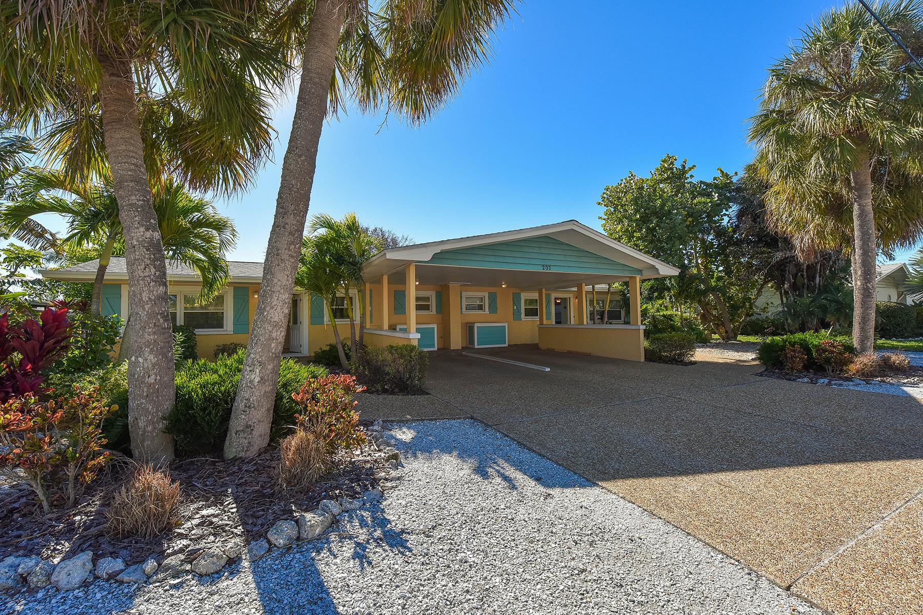 Apartamentos multi-familiares para Venda às HOLMES BEACH 207 70th St Holmes Beach, Florida, 34217 Estados Unidos