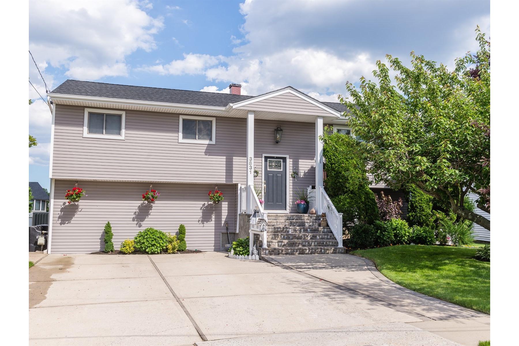 Частный односемейный дом для того Продажа на 3831 E Oceanside Rd Oceanside, Нью-Йорк, 11572 Соединенные Штаты
