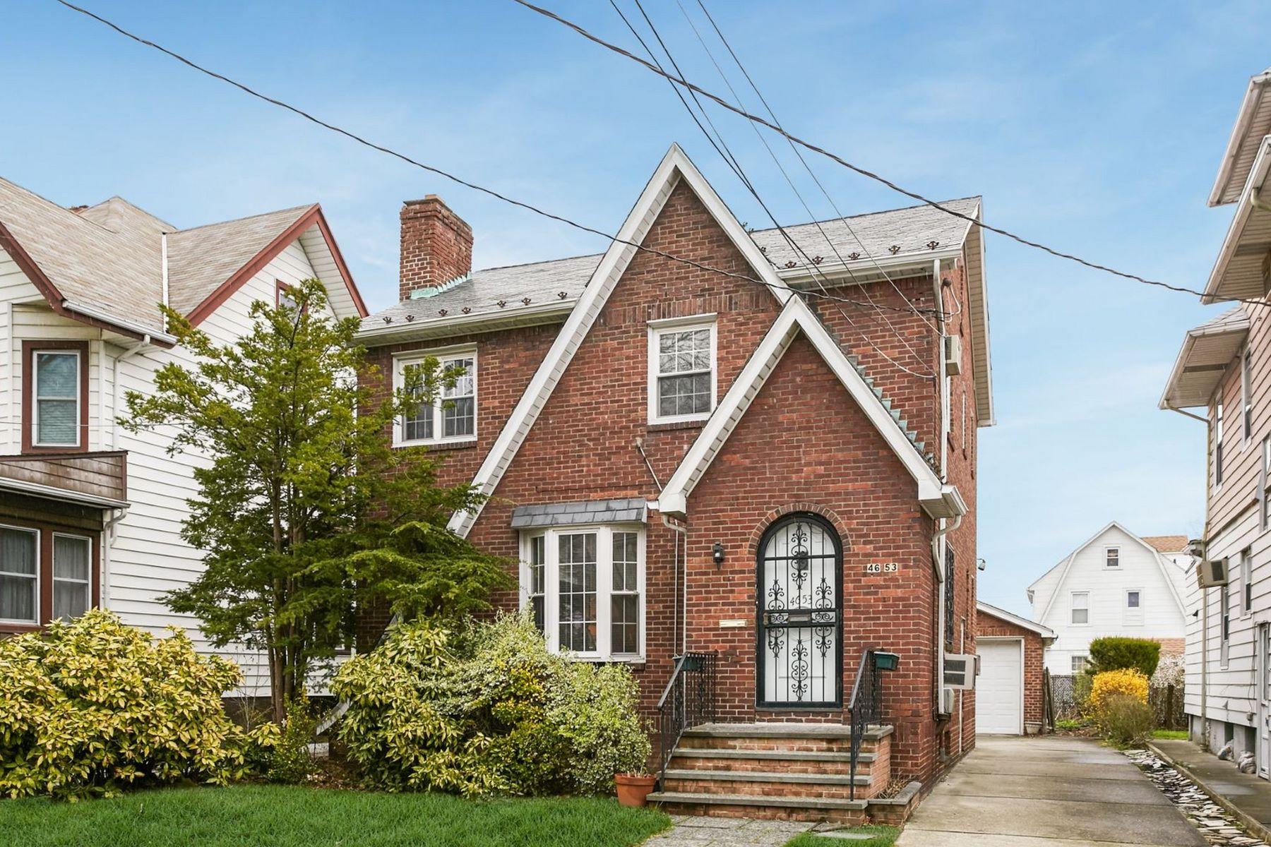 Maison unifamiliale pour l Vente à 46-53 157th St , Flushing, NY 11355 46-53 157th St Flushing, New York 11355 États-Unis