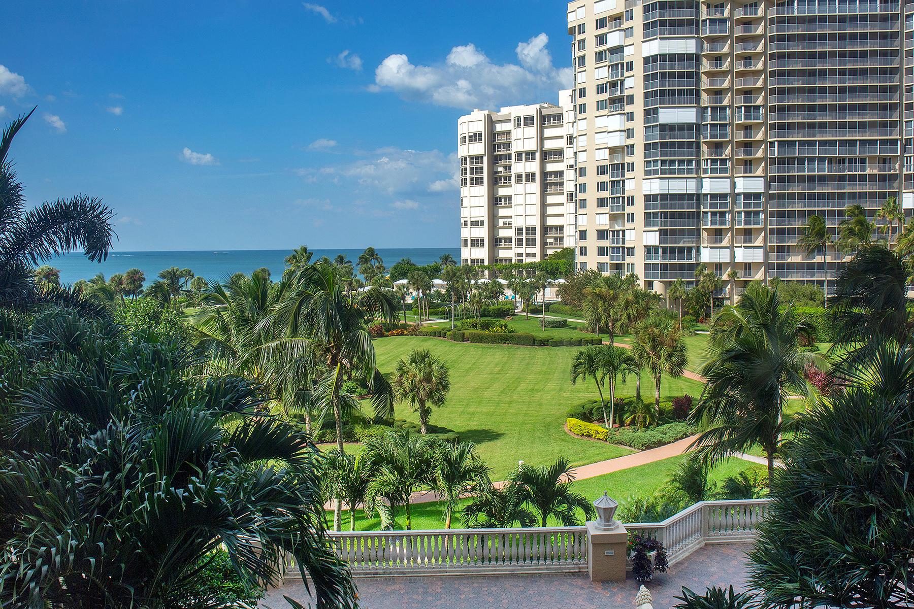 Appartement en copropriété pour l Vente à PARK SHORE - BRITTANY 4021 Gulf Shore Blvd N 303 Naples, Florida, 34103 États-Unis