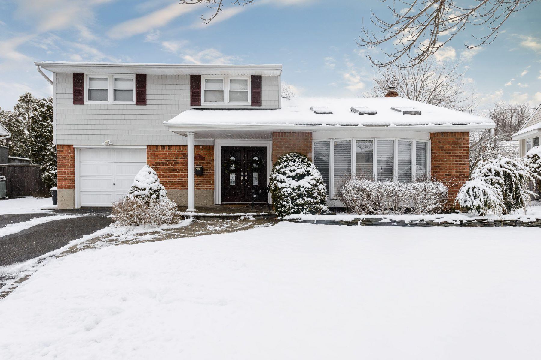 واحد منزل الأسرة للـ Sale في 7 Rita Ln , Plainview, NY 11803 7 Rita Ln, Plainview, New York, 11803 United States