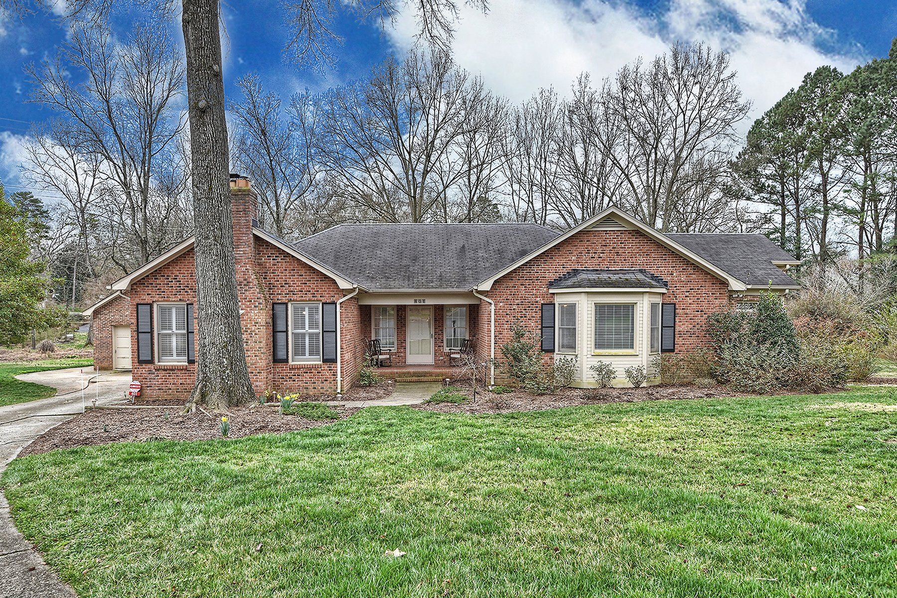 Single Family Home for Sale at SHERWOOD FOREST 401 Briarpatch Ln Charlotte, North Carolina 28211 United States