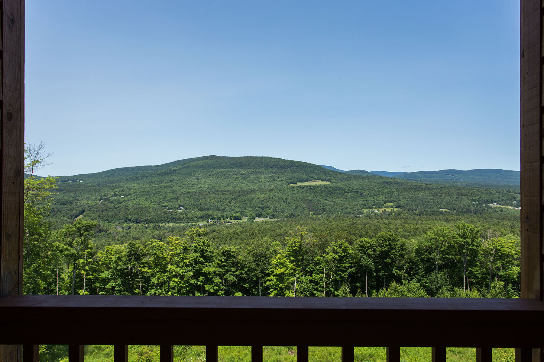 Additional photo for property listing at Executive Chalet with View of the Catskills 53  Jacobs La Hunter, Nueva York 12442 Estados Unidos