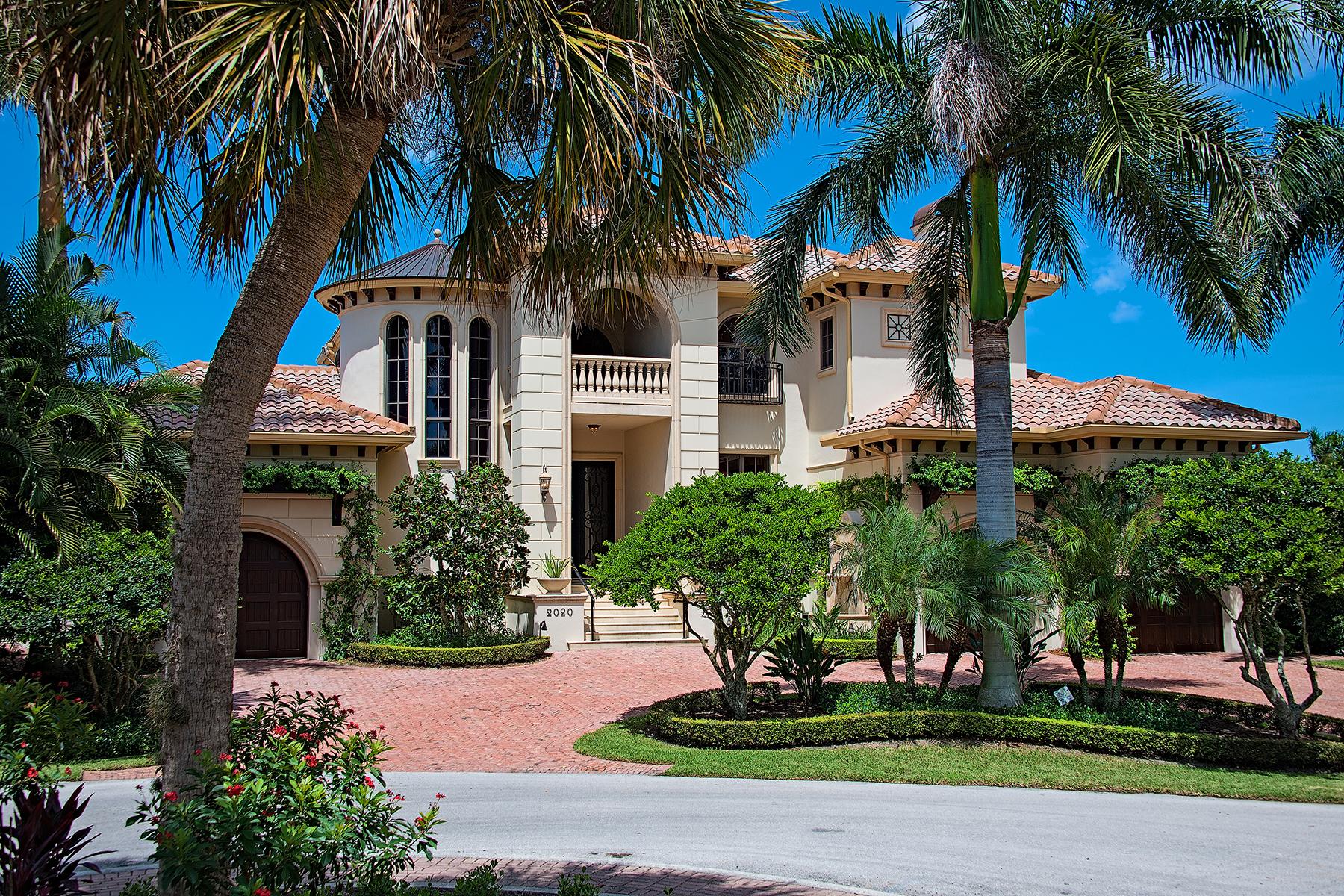 واحد منزل الأسرة للـ Sale في PORT ROYAL - AQUALANE SHORES 2020 6th St S Naples, Florida 34102 United States