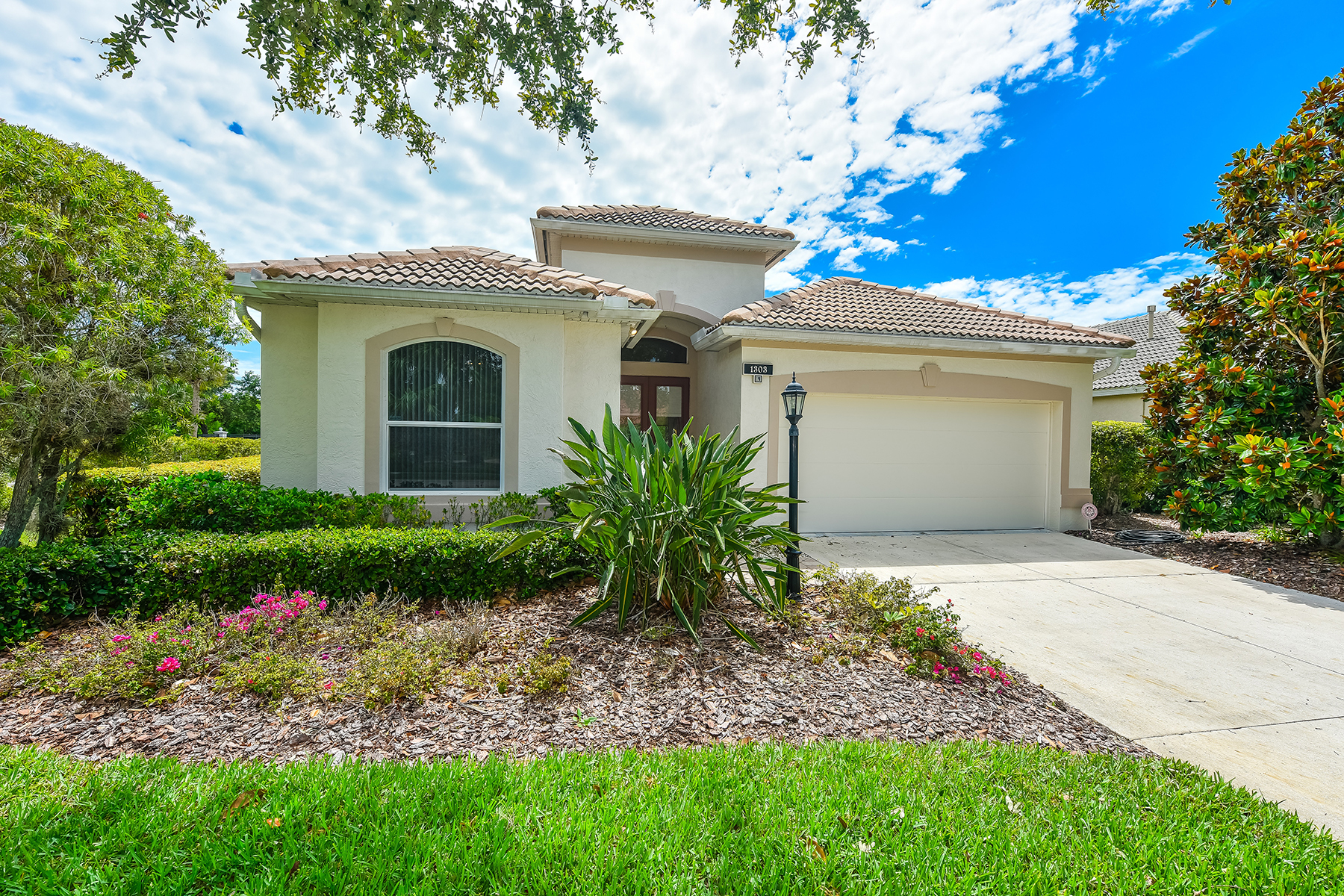 Single Family Home for Sale at WILLOWBEND 1303 Thornapple Dr Osprey, Florida, 34229 United States