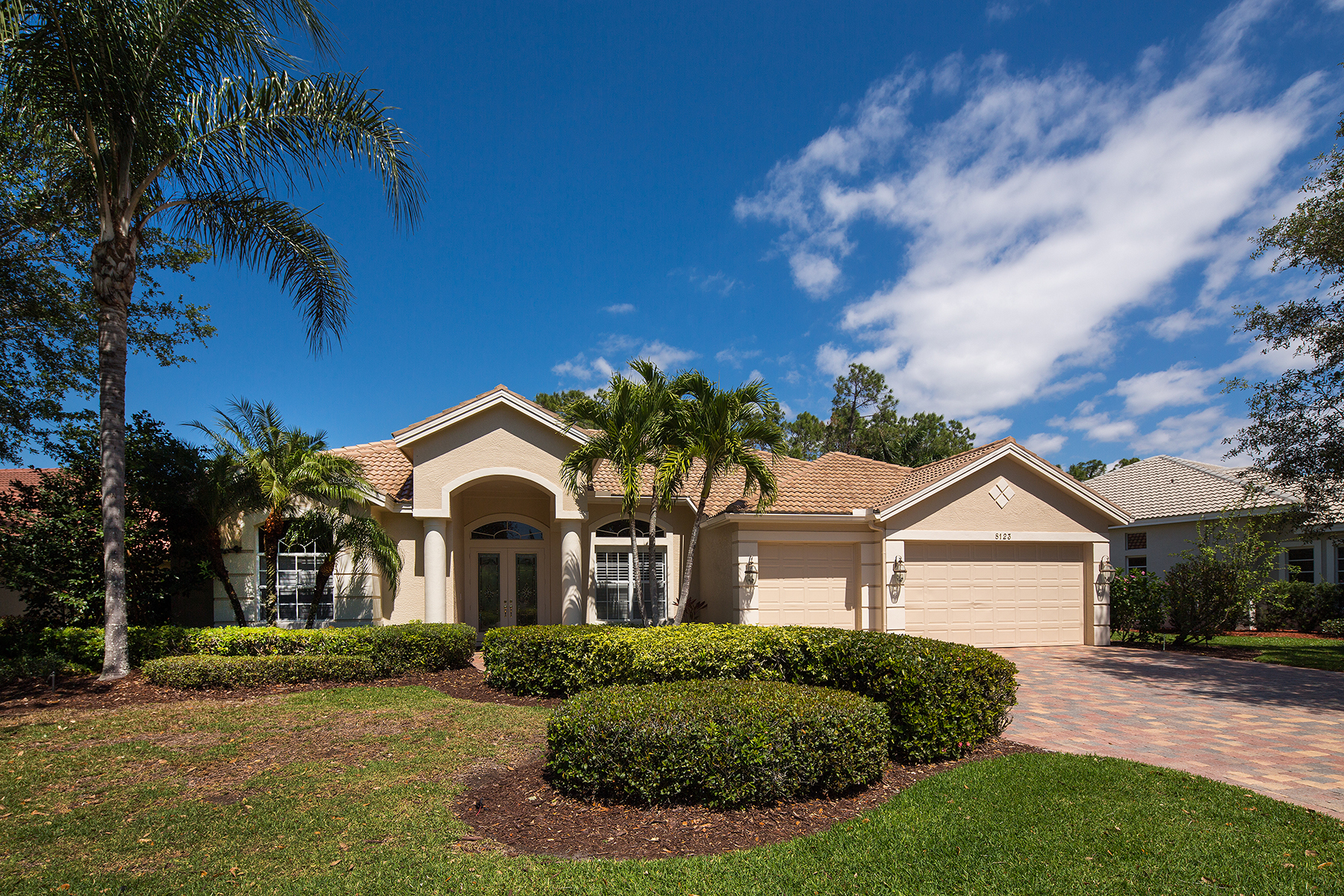 Maison unifamiliale pour l Vente à WILSHIRE LAKES 8123 Wilshire Lakes Blvd Naples, Florida, 34109 États-Unis