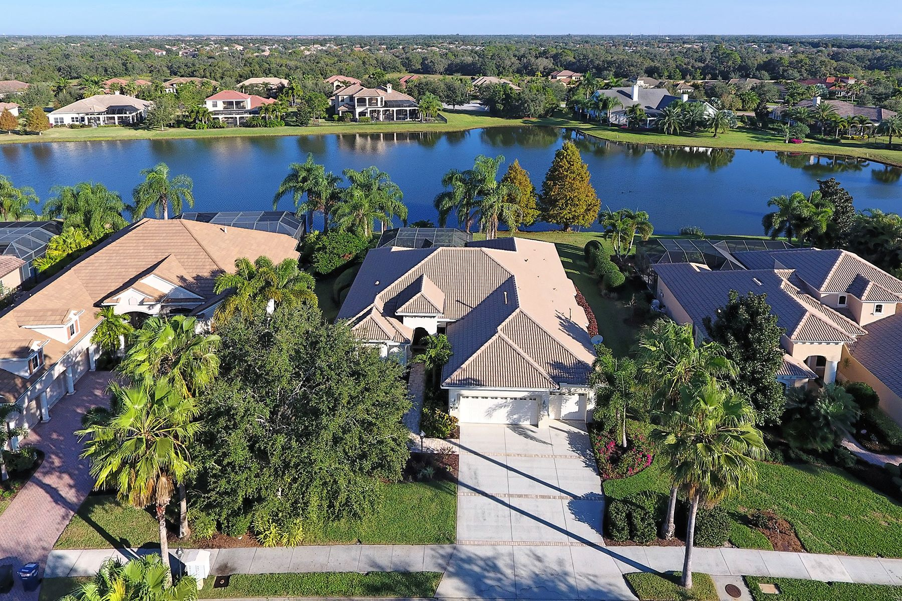 Single Family Home for Sale at LAKEWOOD RANCH COUNTRY CLUB 7018 Kingsmill Ct Lakewood Ranch, Florida, 34202 United States