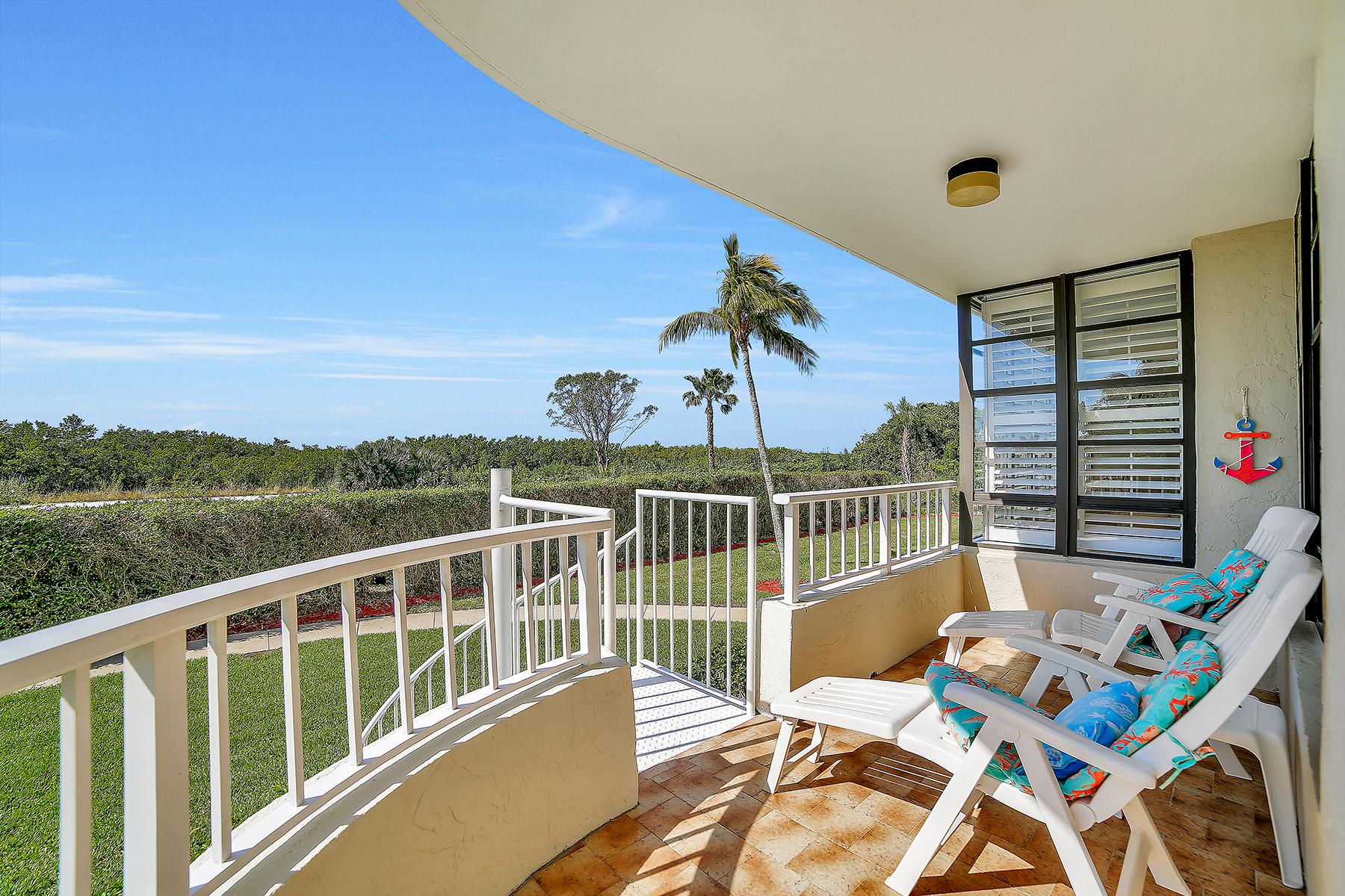 Condominio por un Venta en MARCO ISLAND 440 Seaview Ct 111 Marco Island, Florida, 34145 Estados Unidos