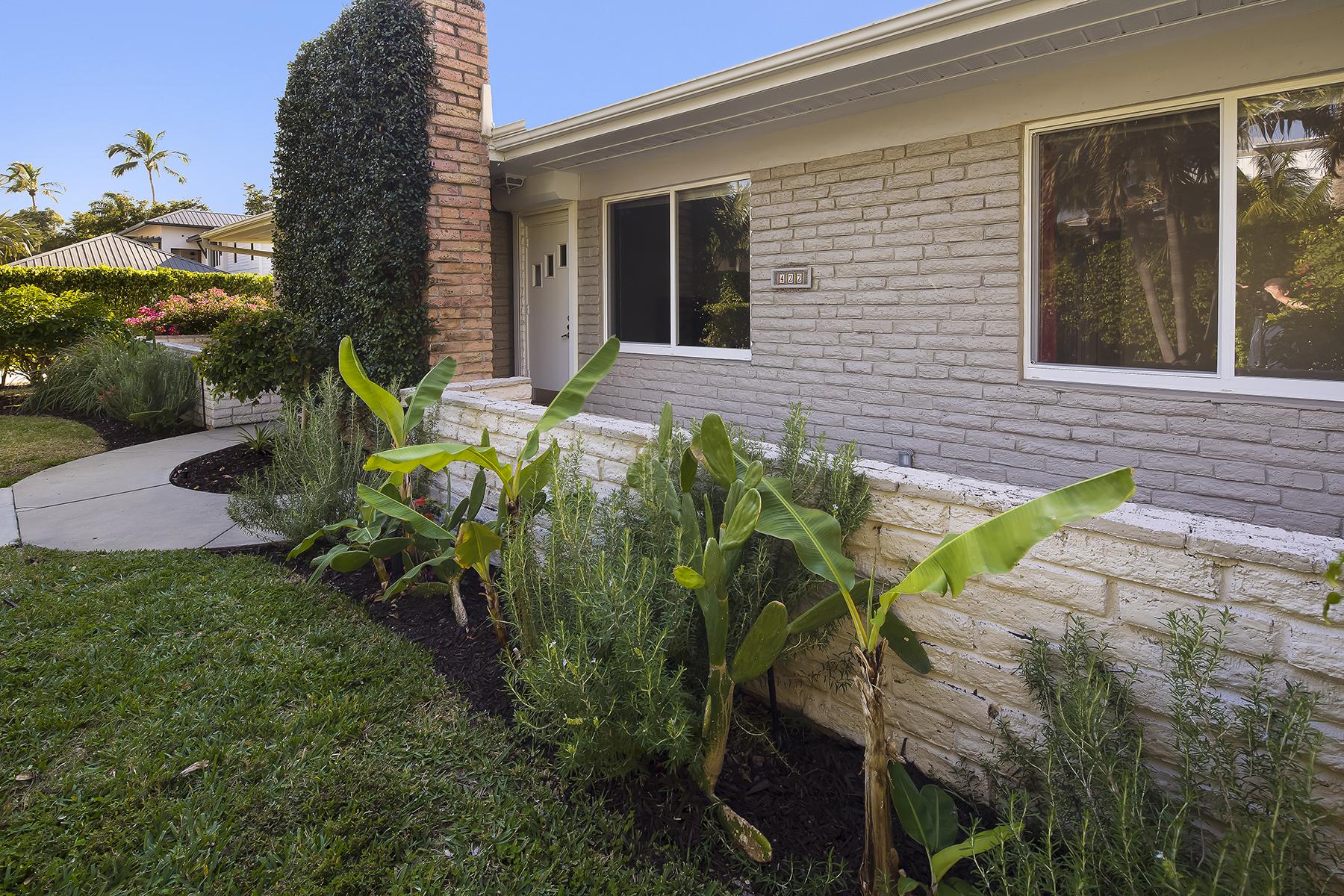 Частный односемейный дом для того Продажа на OLDE NAPLES 424 & 422 3rd St S, Old Naples, Naples, Флорида, 34102 Соединенные Штаты