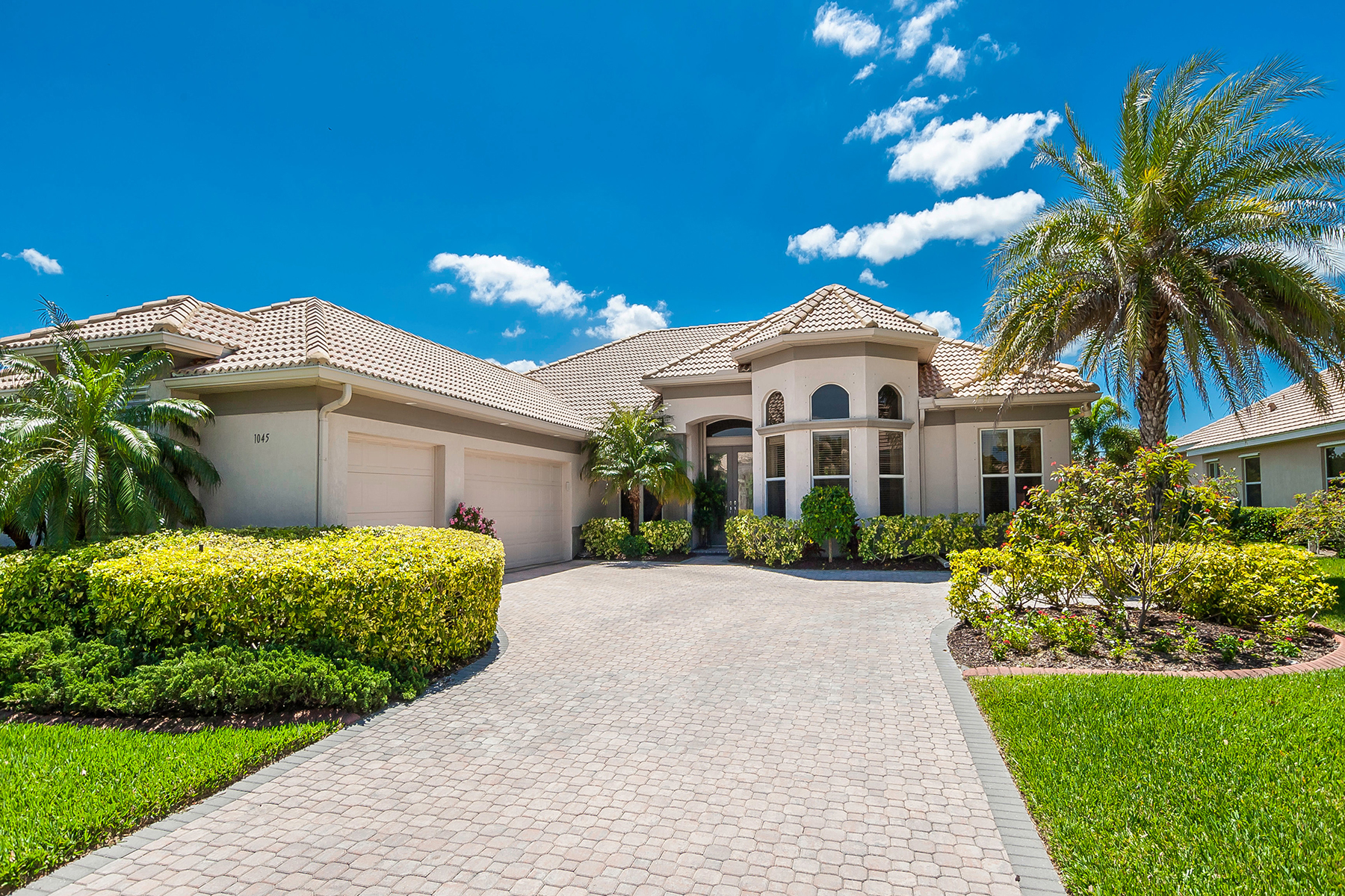Single Family Home for Sale at PELICAN POINTE GOLF & COUNTRY CLUB 1045 Tuscany Blvd, Venice, Florida 34292 United States