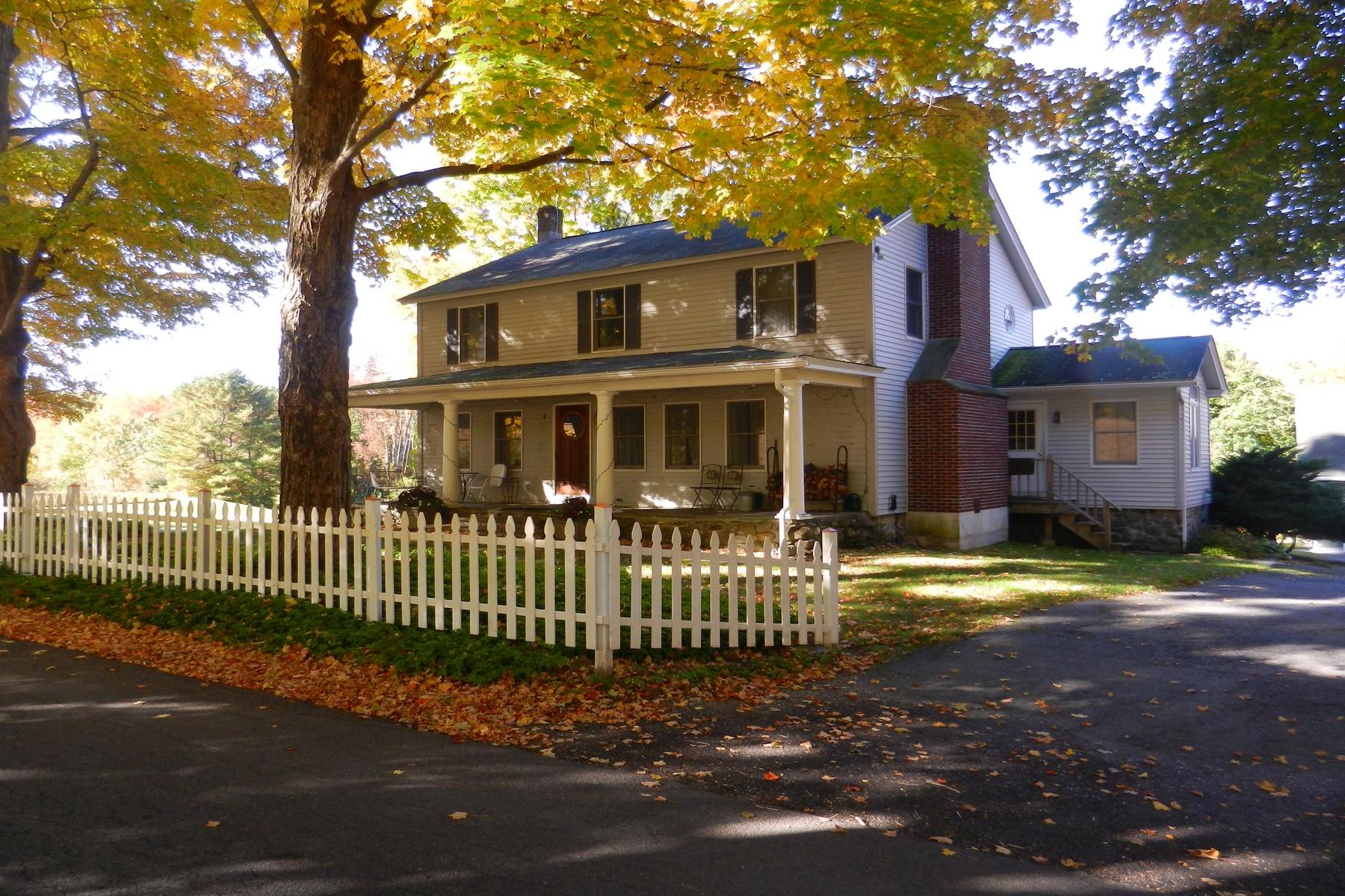 Autre bien résidentiel pour l Vente à Columbia Berkshire Retreat 823 Canaan Rd Canaan, New York 12029 États-Unis