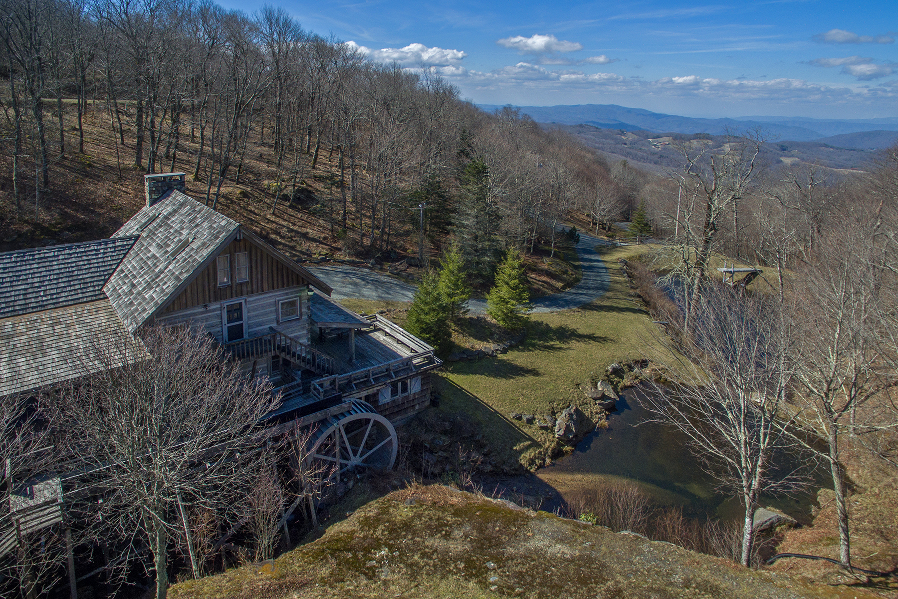 Single Family Home for Sale at BEECH MOUNTAIN - CREST OF BEECH 130 Spruce Hollow Rd, Beech Mountain, North Carolina 28604 United States