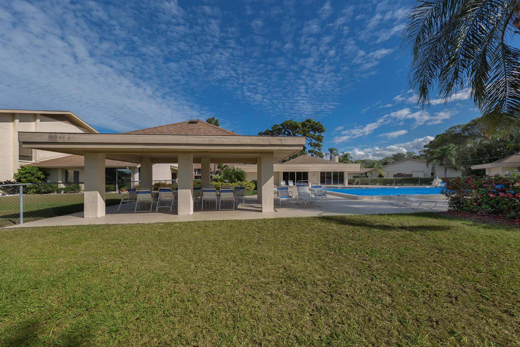 Additional photo for property listing at PINEBROOK LAKE CLUB 1207  Pine Lake Dr Unit 7,  Venice, Florida 34285 United States