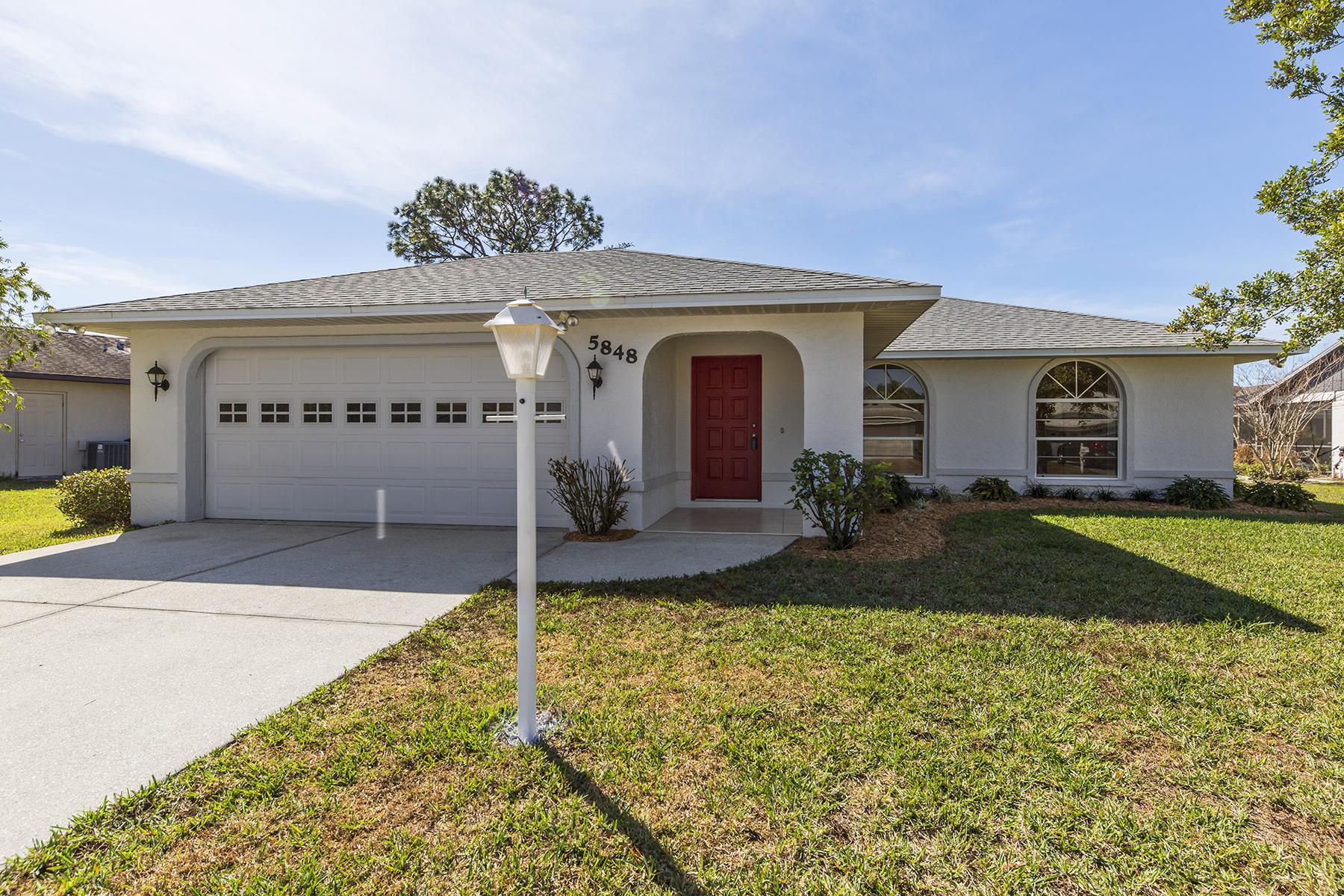 واحد منزل الأسرة للـ Sale في CEDAR CREEK 5848 Milton Ave, Sarasota, Florida, 34243 United States