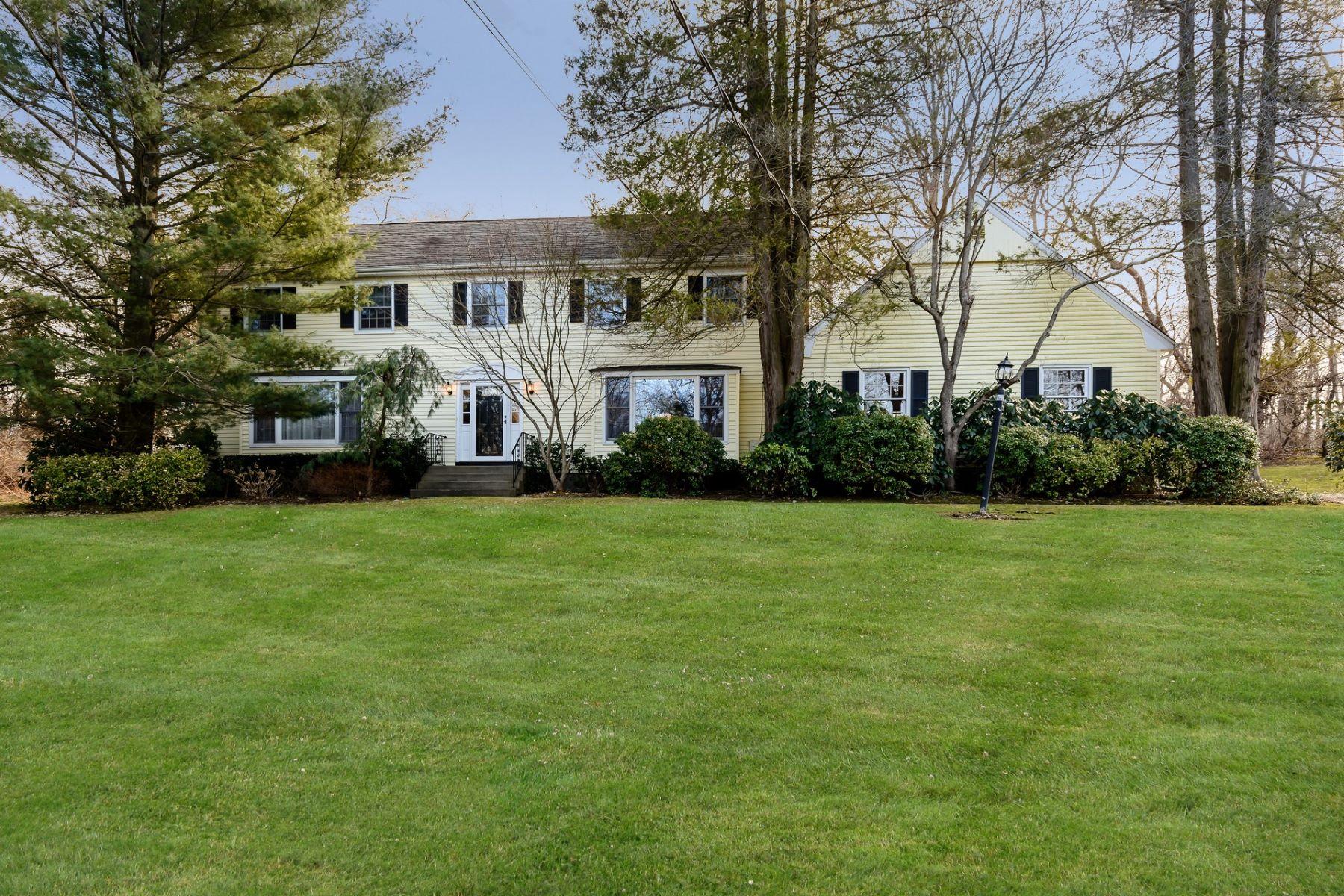 واحد منزل الأسرة للـ Sale في 6 Woodgreen Way , Laurel Hollow, NY 11791 6 Woodgreen Way, Laurel Hollow, New York, 11791 United States