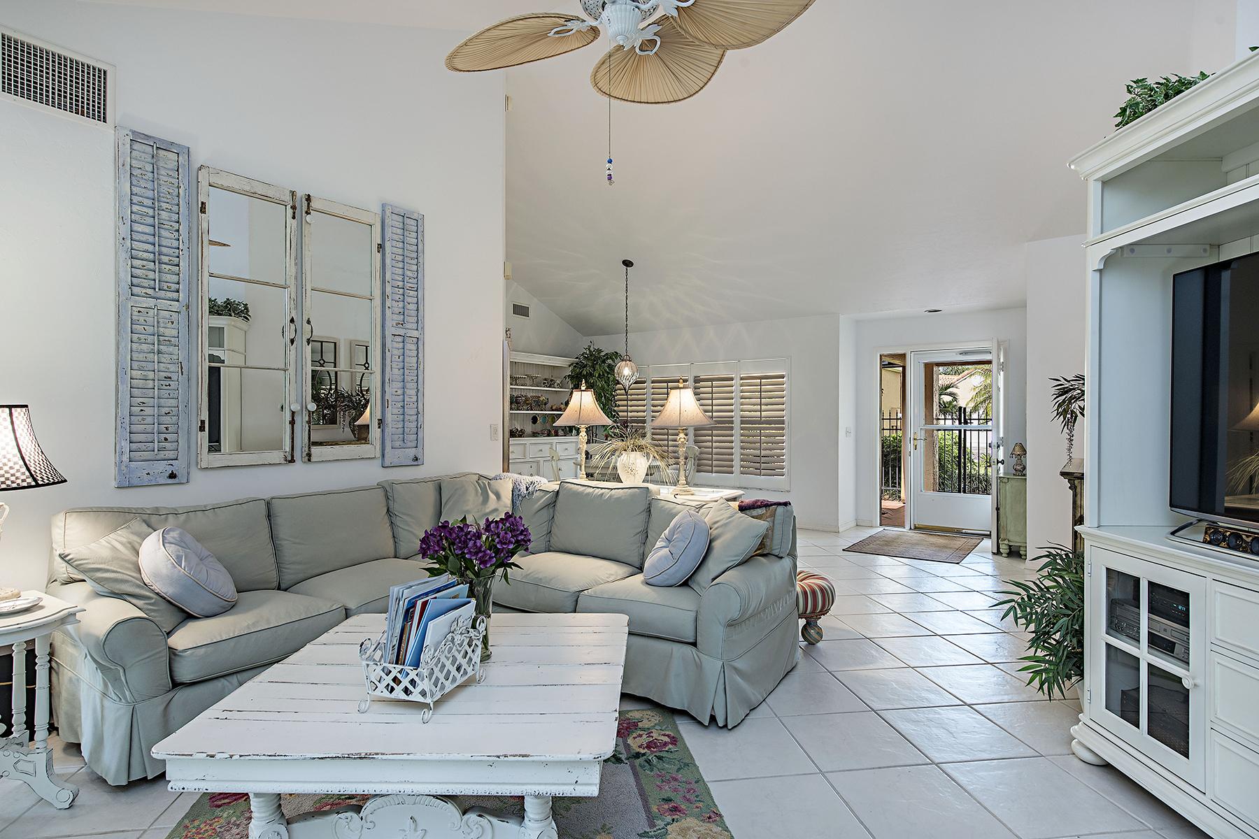 Einfamilienhaus für Verkauf beim BEACHWALK HOMES 806 Reef Point Cir Naples, Florida, 34108 Vereinigte Staaten