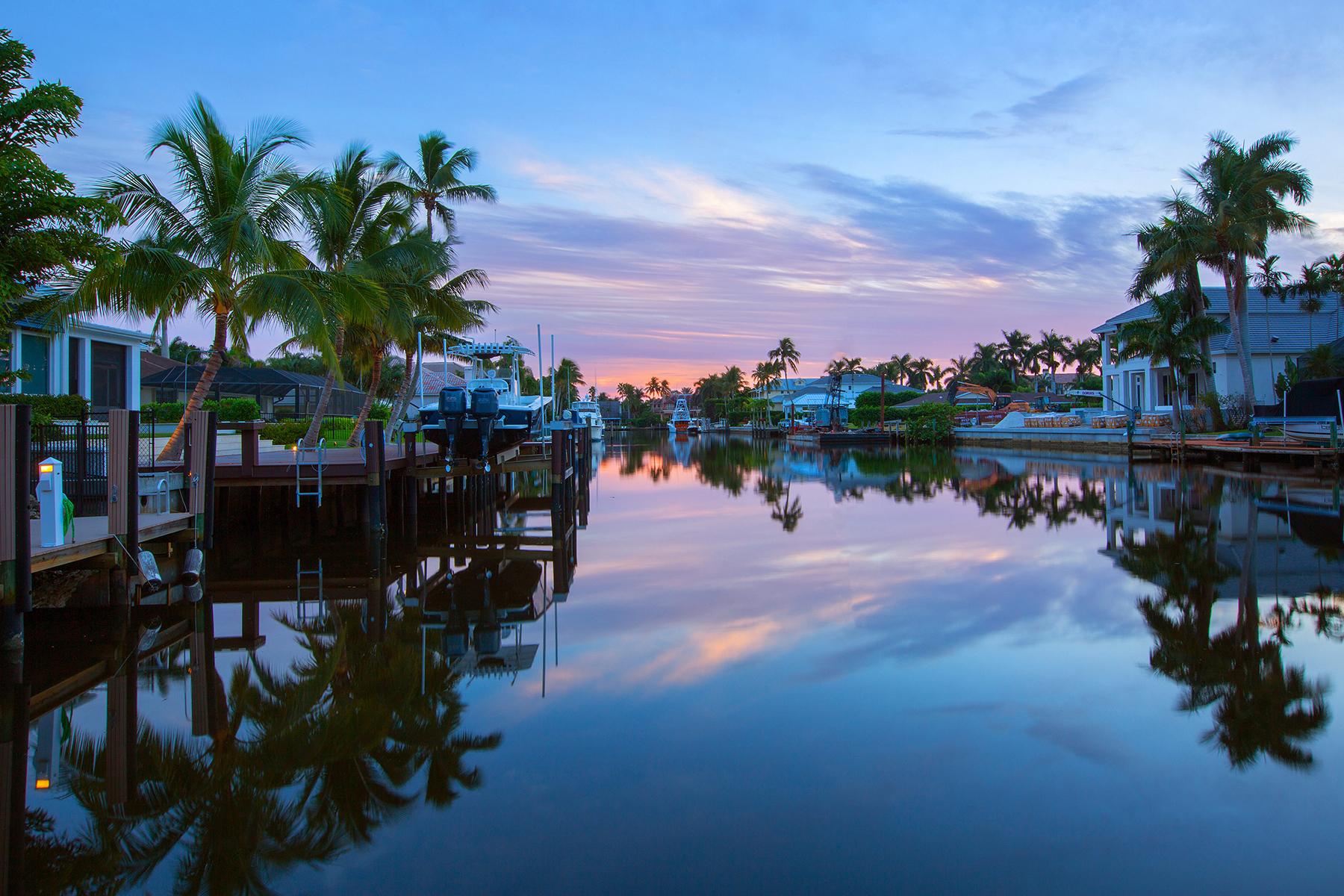 Maison unifamiliale pour l Vente à AQUALANE SHORES 1826 7th St S Aqualane Shores, Naples, Florida, 34102 États-Unis