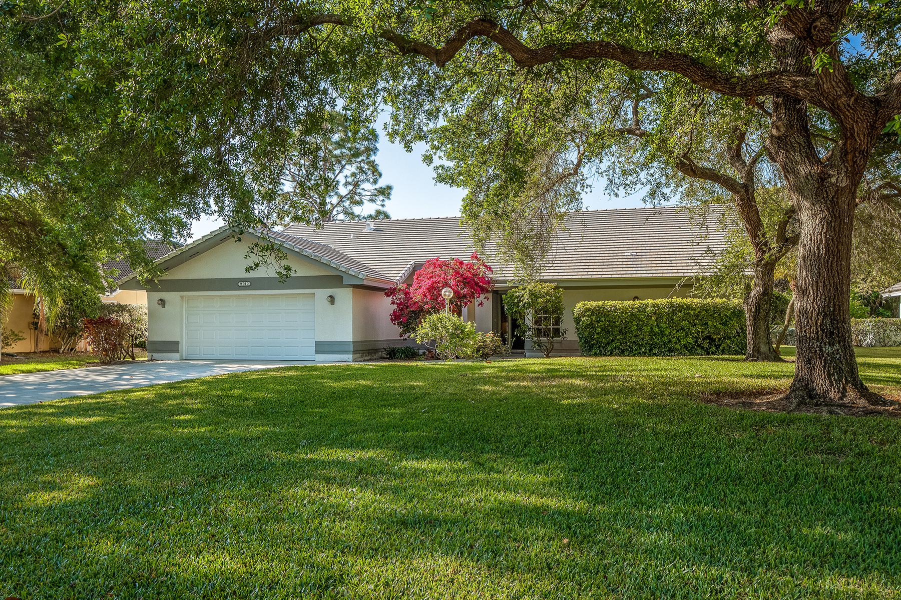 獨棟家庭住宅 為 出售 在 2010 Laguna Way , Naples, FL 34109 2010 Laguna Way Naples, 佛羅里達州, 34109 美國