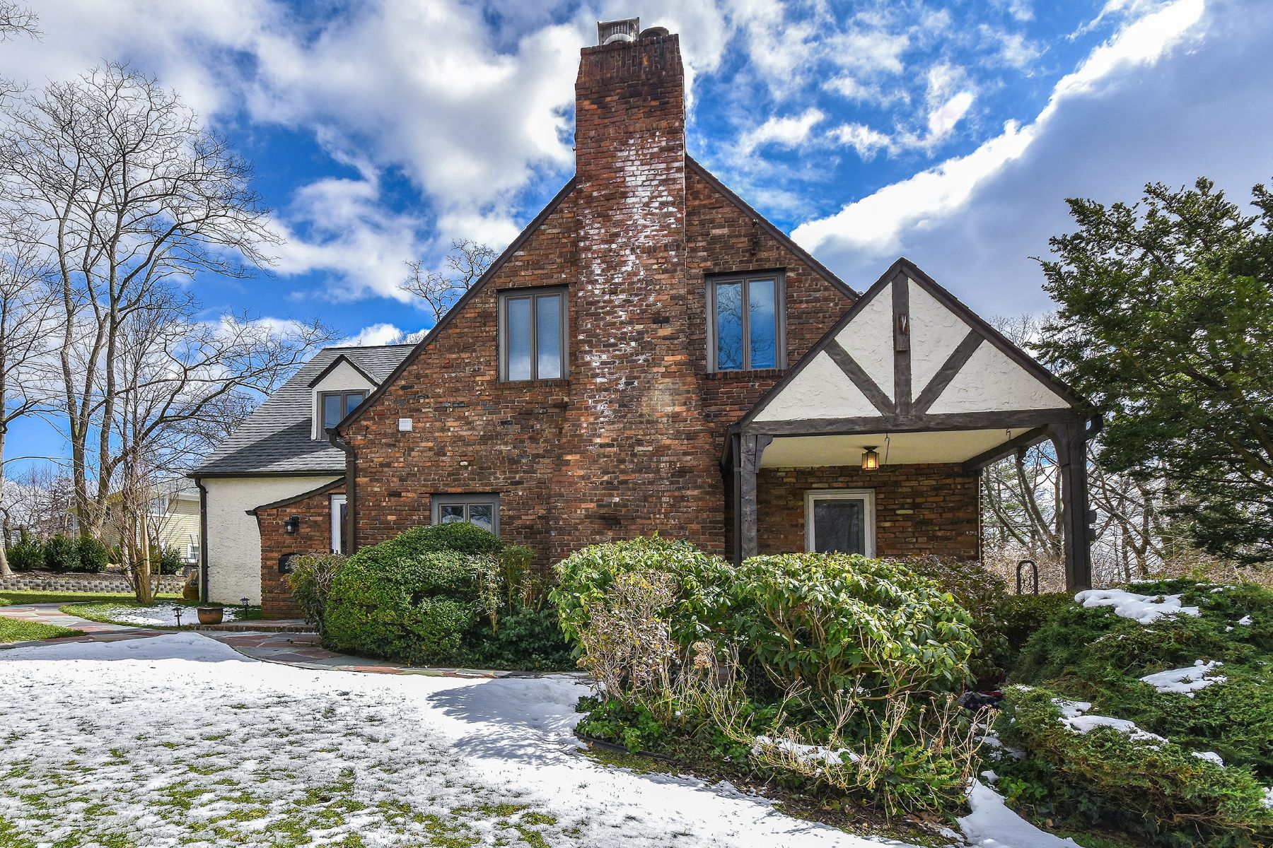 Single Family Home for Active at 2 Briarcliff Dr , Port Washington, NY 11050 2 Briarcliff Dr Port Washington, New York 11050 United States