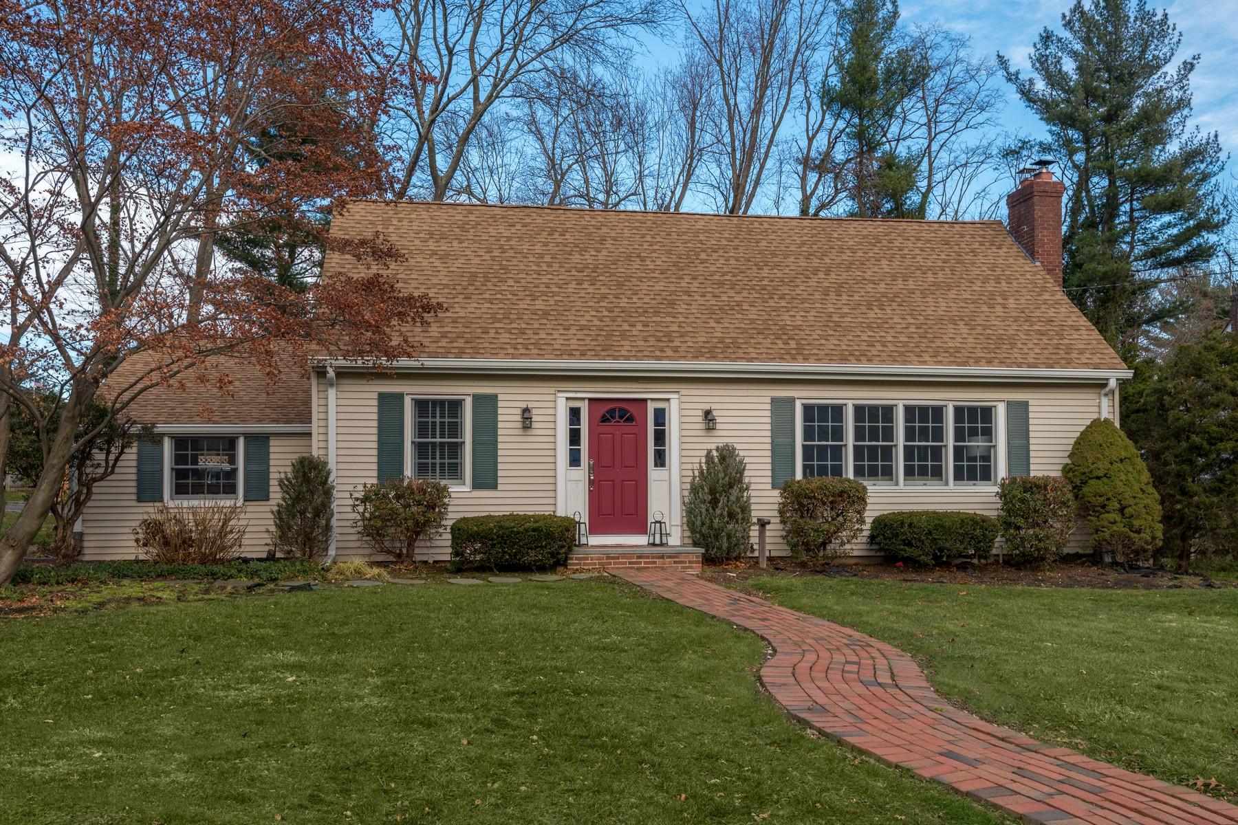 Частный односемейный дом для того Продажа на 193 Southdown Rd , Huntington, NY 11743 193 Southdown Rd, Huntington, Нью-Йорк, 11743 Соединенные Штаты