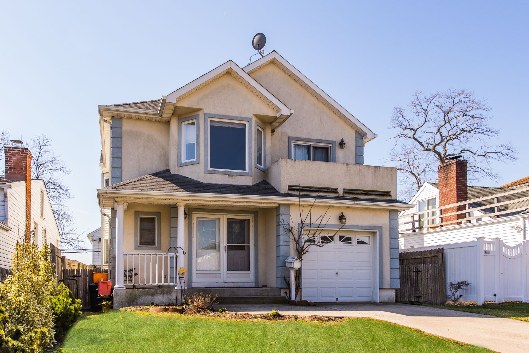Single Family Home for Sale at 458 E Pine St , Long Beach, NY 11561 458 E Pine St Long Beach, New York 11561 United States