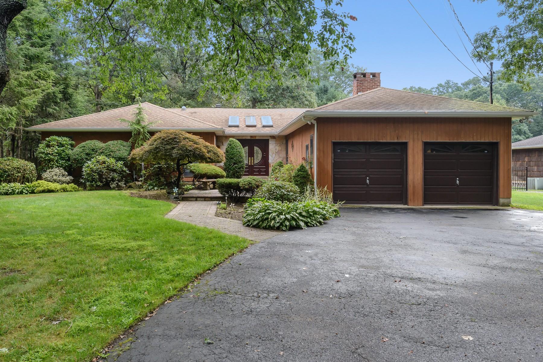 Частный односемейный дом для того Продажа на 181 Candlewood , Dix Hills, NY 11746 Dix Hills, Нью-Йорк, 11746 Соединенные Штаты