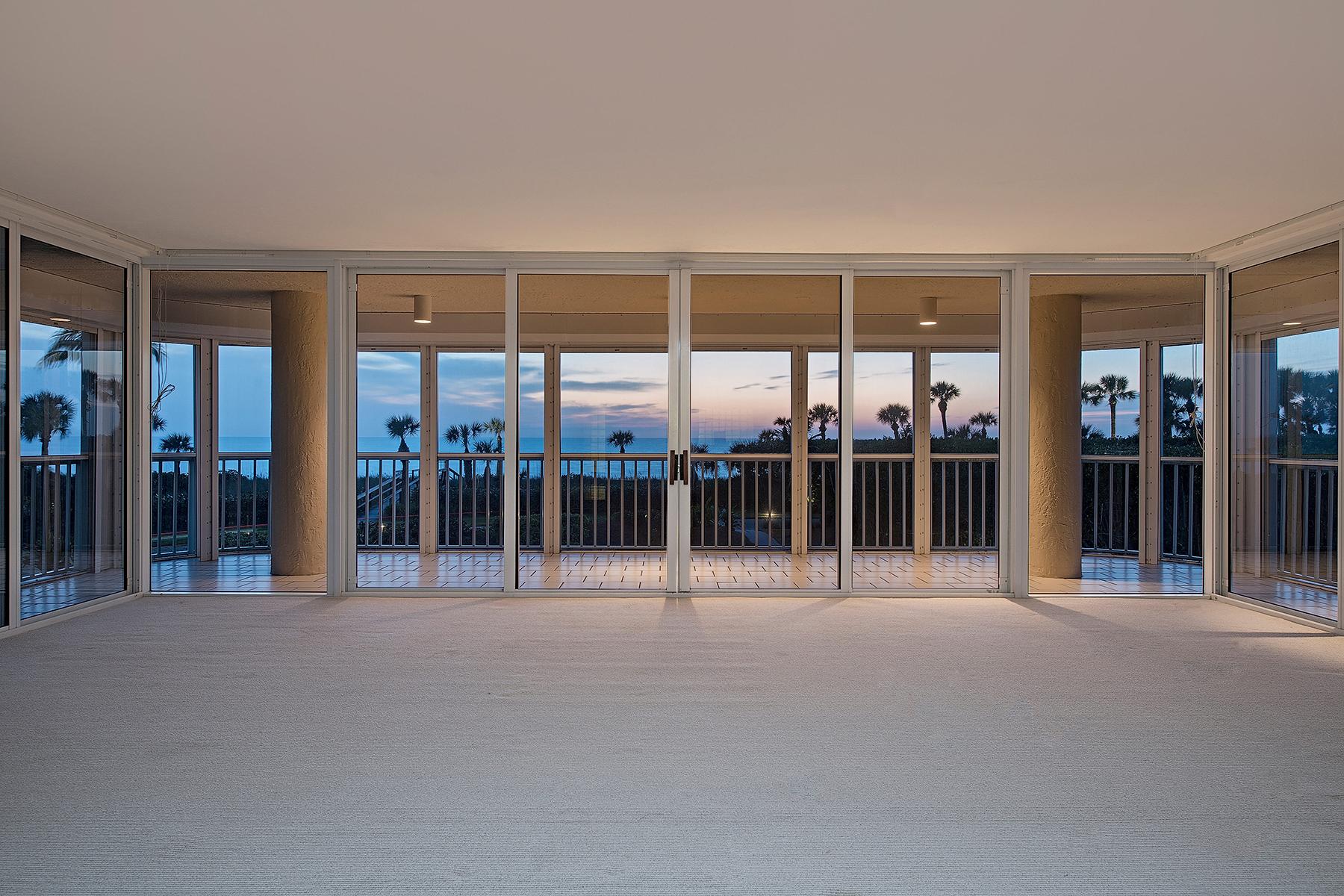 共管式独立产权公寓 为 销售 在 NAPLES CAY - BEACH HOUSE 20 Seagate Dr 102 那不勒斯, 佛罗里达州, 34103 美国
