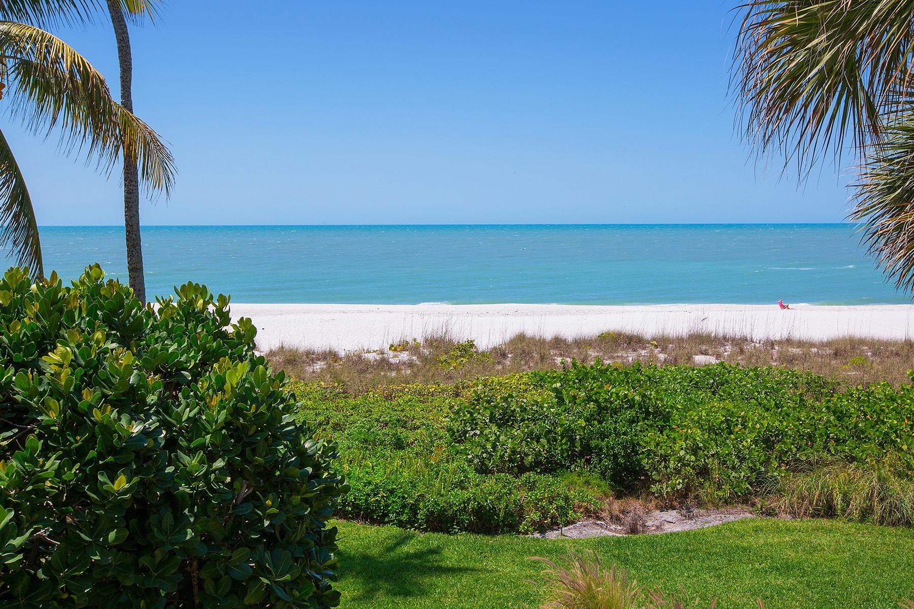 Copropriété pour l Vente à Moorings - Admiralty Point 2396 Gulf Shore Blvd N 203 Naples, Florida, 34103 États-Unis