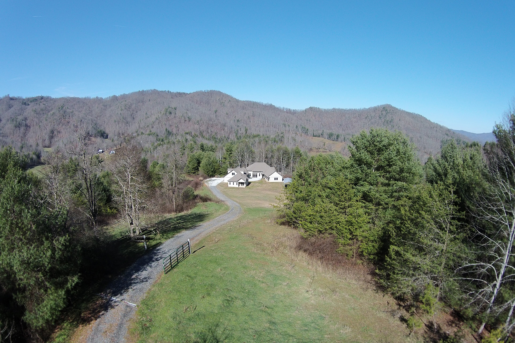 Maison unifamiliale pour l à vendre à PRIVATE, GATED MOUNTAIN ESTATE ON 95 ACRES 2016 Upper Paw Paw Rd, Marshall, Carolina Du Nord, 28753 États-UnisDans/Autour: Asheville