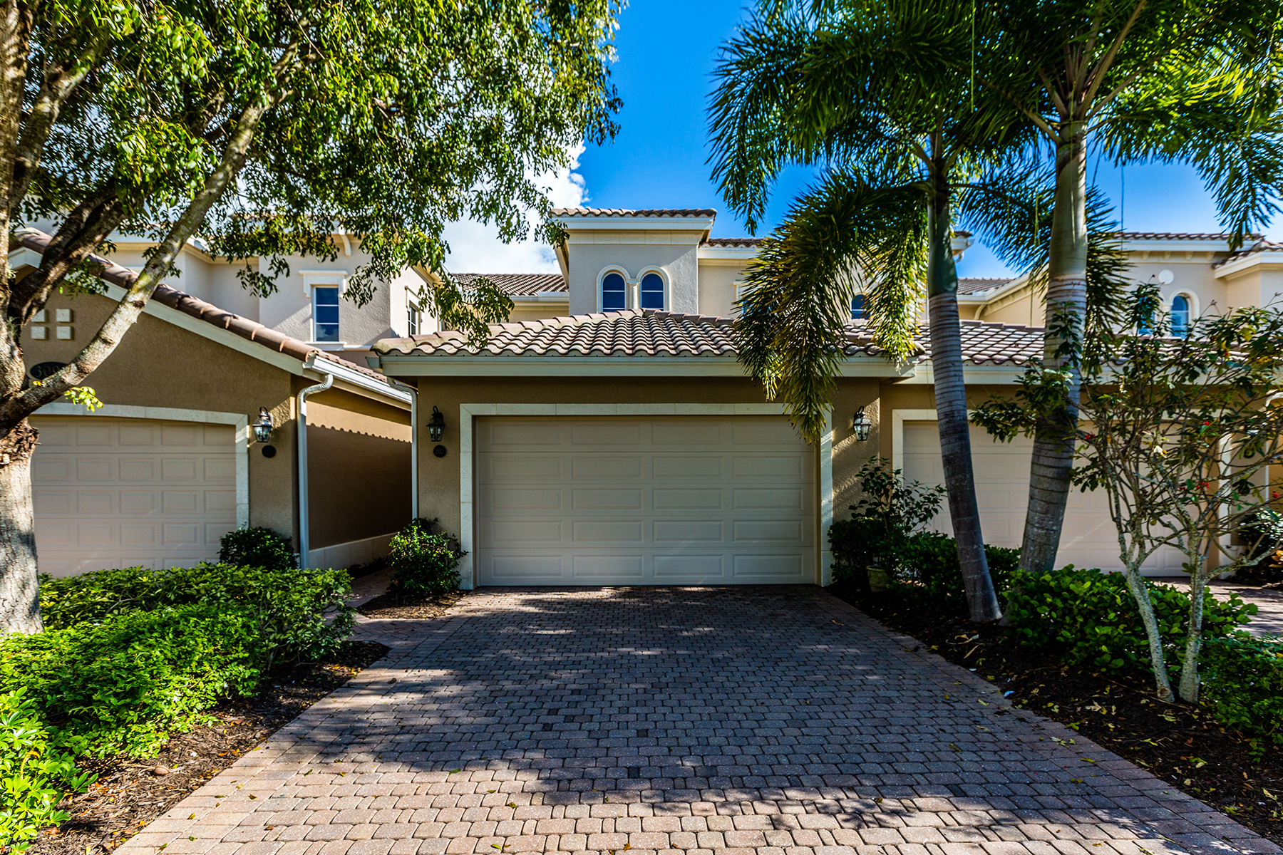 Condominio por un Venta en FIDDLERS CREEK 3093 Aviamar Cir 202 Naples, Florida, 34114 Estados Unidos