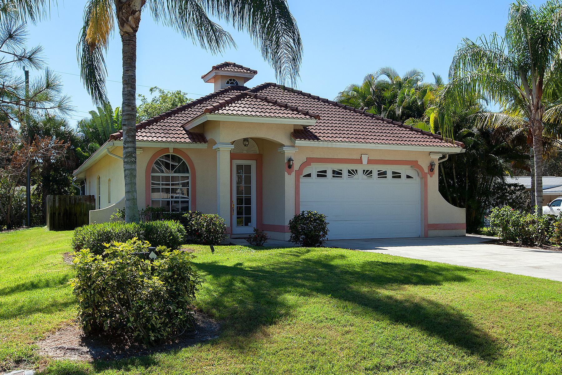 Maison unifamiliale pour l Vente à BAD AXE 1024 Michigan Ave Naples, Florida, 34103 États-Unis