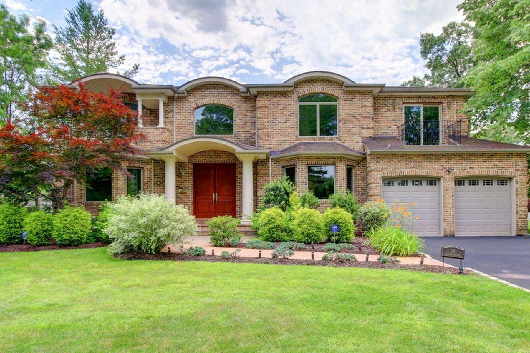 独户住宅 为 销售 在 28 Schoolhouse Ln , Roslyn Heights, NY 11577 28 Schoolhouse Ln, 罗斯林高地, 纽约州, 11577 美国