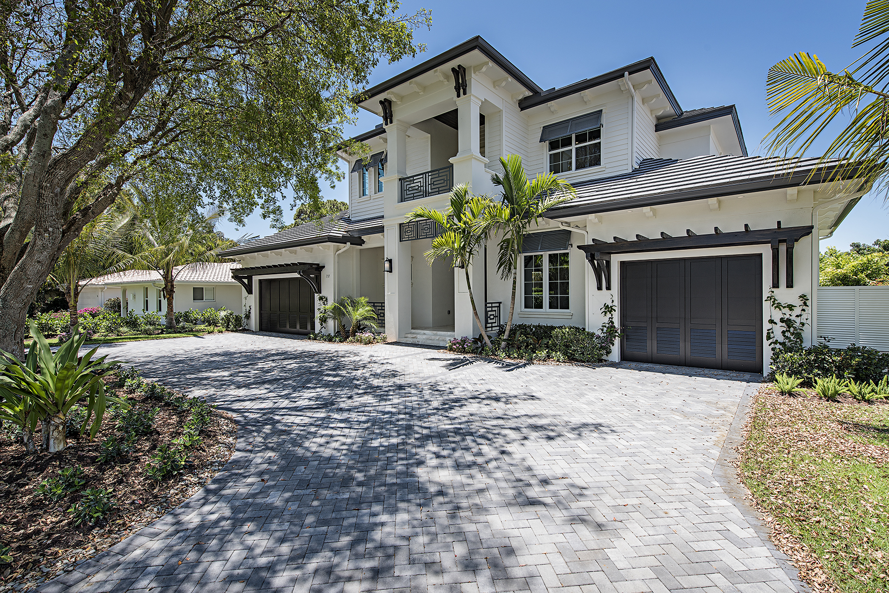 Single Family Home for Sale at Naples - Park Shore 737 Willowhead Dr Naples, Florida, 34103 United States
