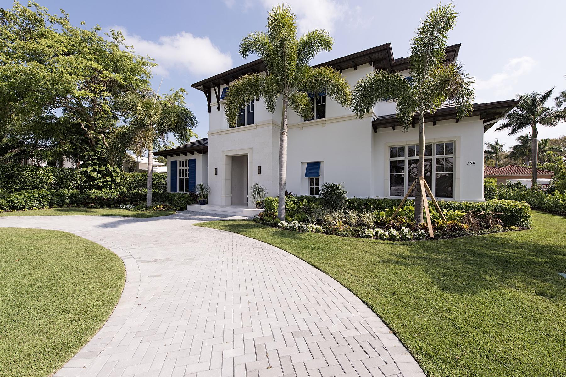 단독 가정 주택 용 매매 에 Olde Naples 590 Palm Cir E Naples, 플로리다, 34102 미국