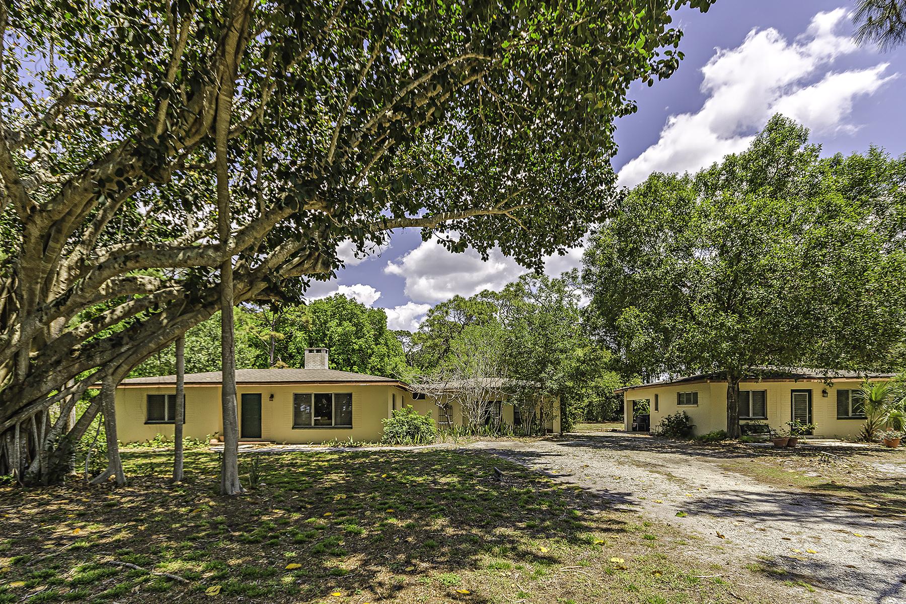 Maison unifamiliale pour l Vente à PINE RIDGE 68 East Ave Naples, Florida, 34108 États-Unis