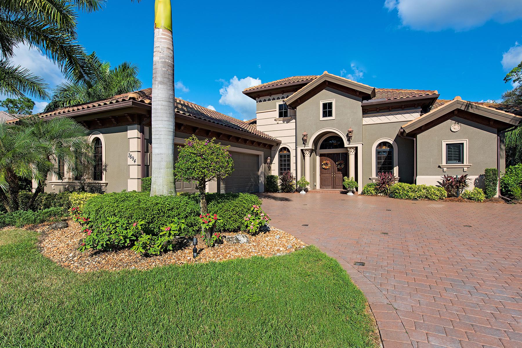 Maison unifamiliale pour l Vente à LELY COUNTRY CLUB 7694 Hutchinson Ct Naples, Florida, 34113 États-Unis