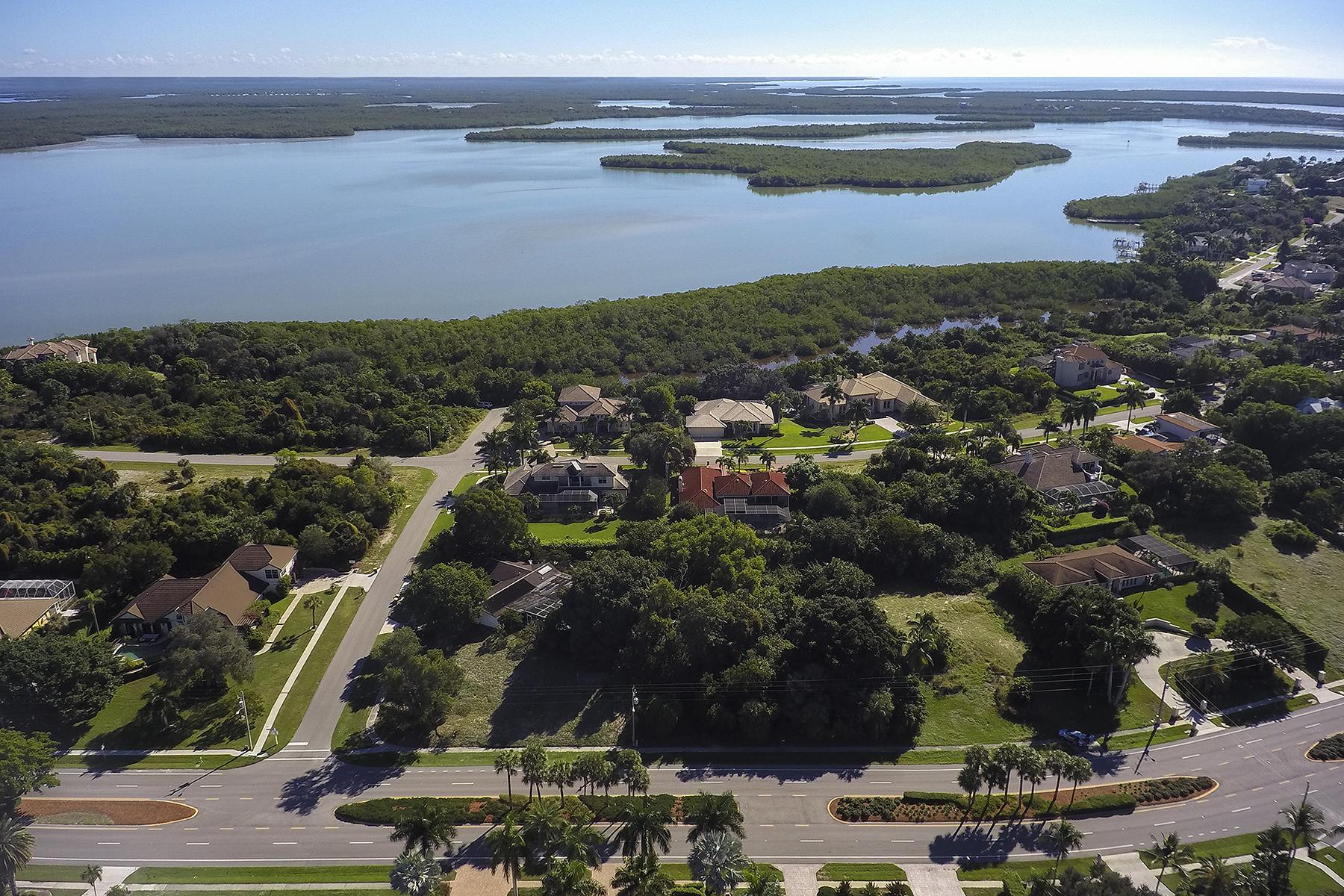 Terrain pour l Vente à MARCO ISLAND - S BARFIELD DRIVE 711 S Barfield Dr Marco Island, Florida, 34145 États-Unis