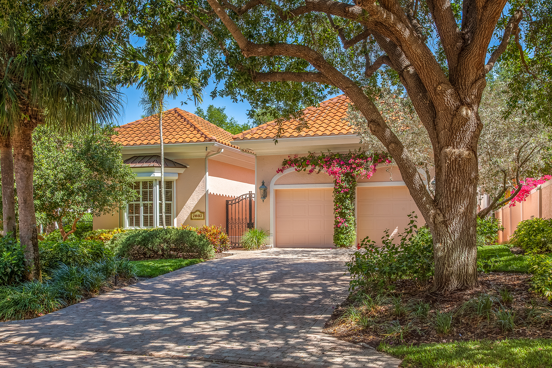 Single Family Home for Sale at PELICAN BAY - ISLE VERDE 7037 Verde Way, Naples, Florida 34108 United States
