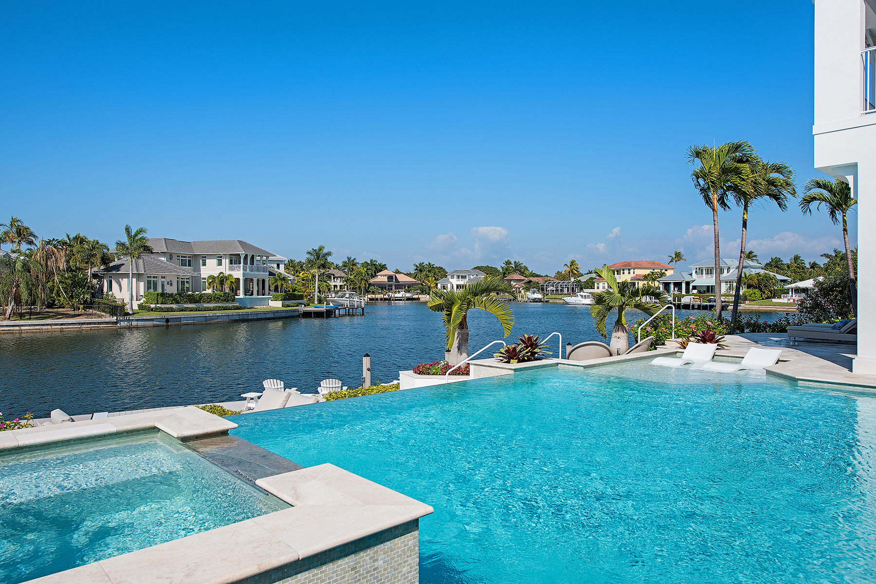Single Family Home for Sale at PARK SHORE 329 Neapolitan Way, Naples, Florida 34103 United States