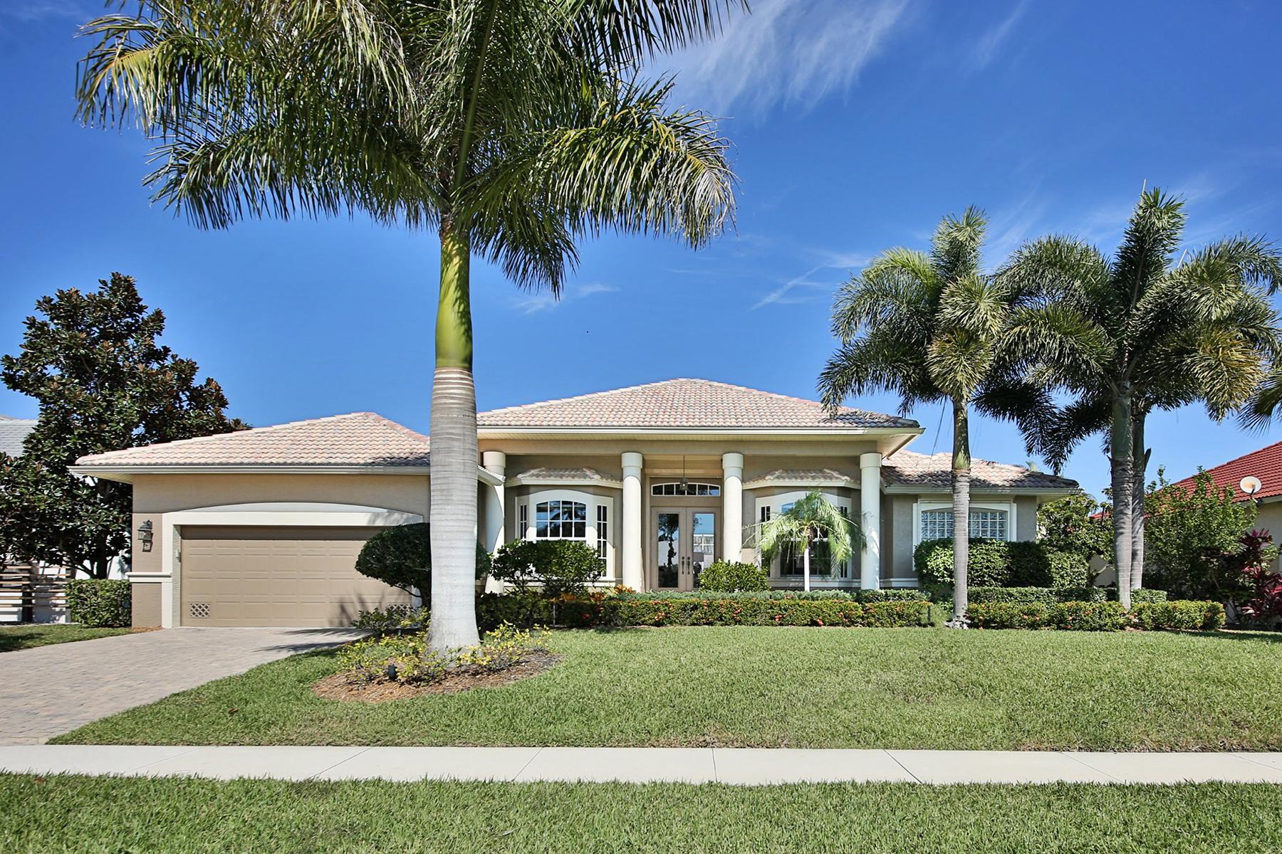 Casa para uma família para Venda às MARCO ISLAND 1806 Menorca Ct Marco Island, Florida, 34145 Estados Unidos